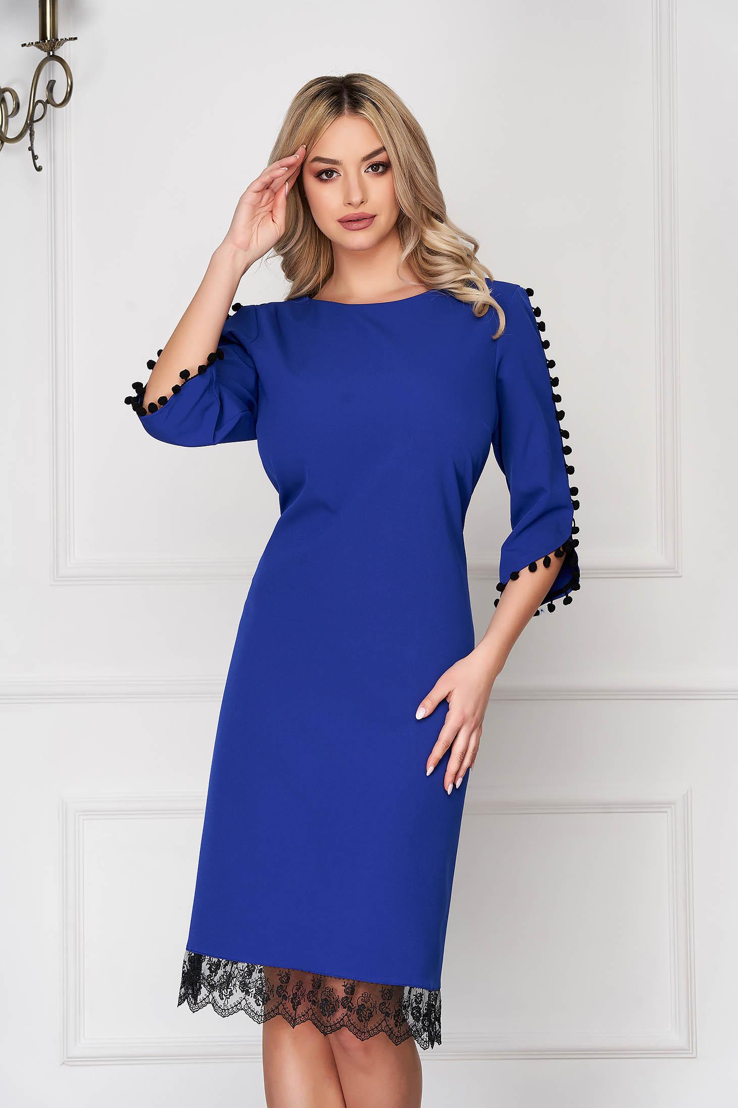 Rochie albastra eleganta midi cu un croi drept din stofa cu ciucuri si aplicatii de dantela