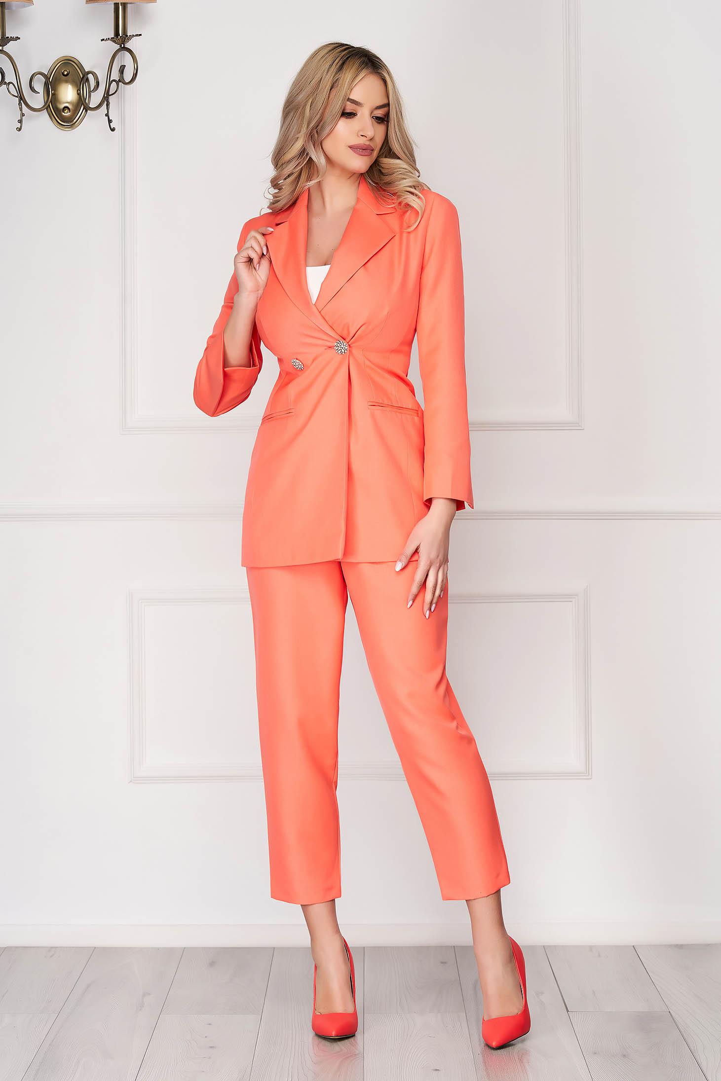 Korall színű StarShinerS irodai két részes nadrágos női kosztüm zsebekkel magas derekú nadrággal