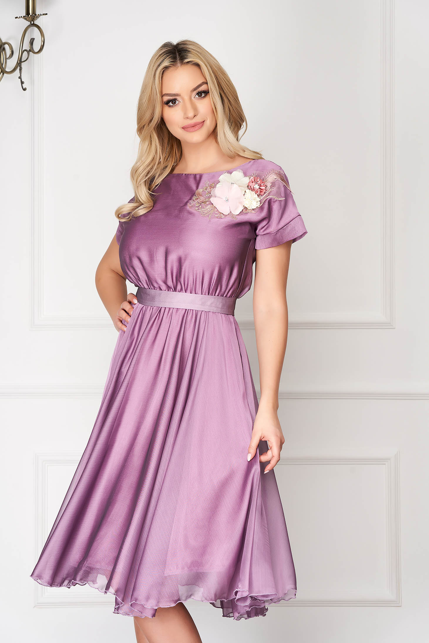StarShinerS lila occasional cloche dress with elastic waist accessorized with tied waistband