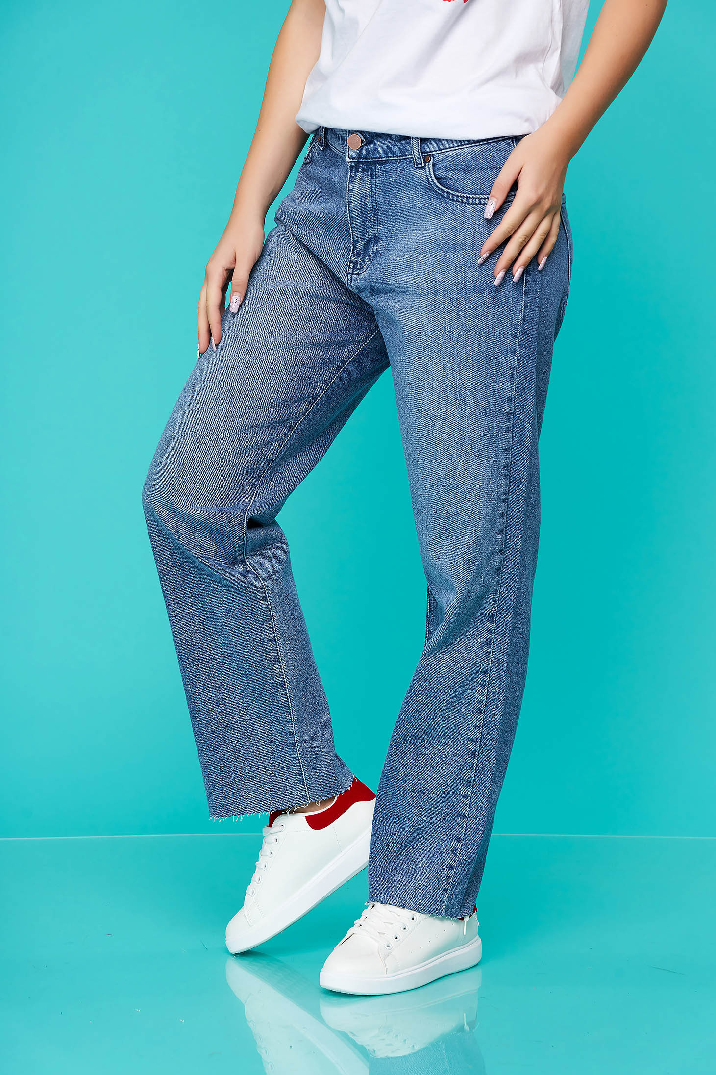 Pantaloni Top Secret albastri casual din denim cu un croi drept si talie medie