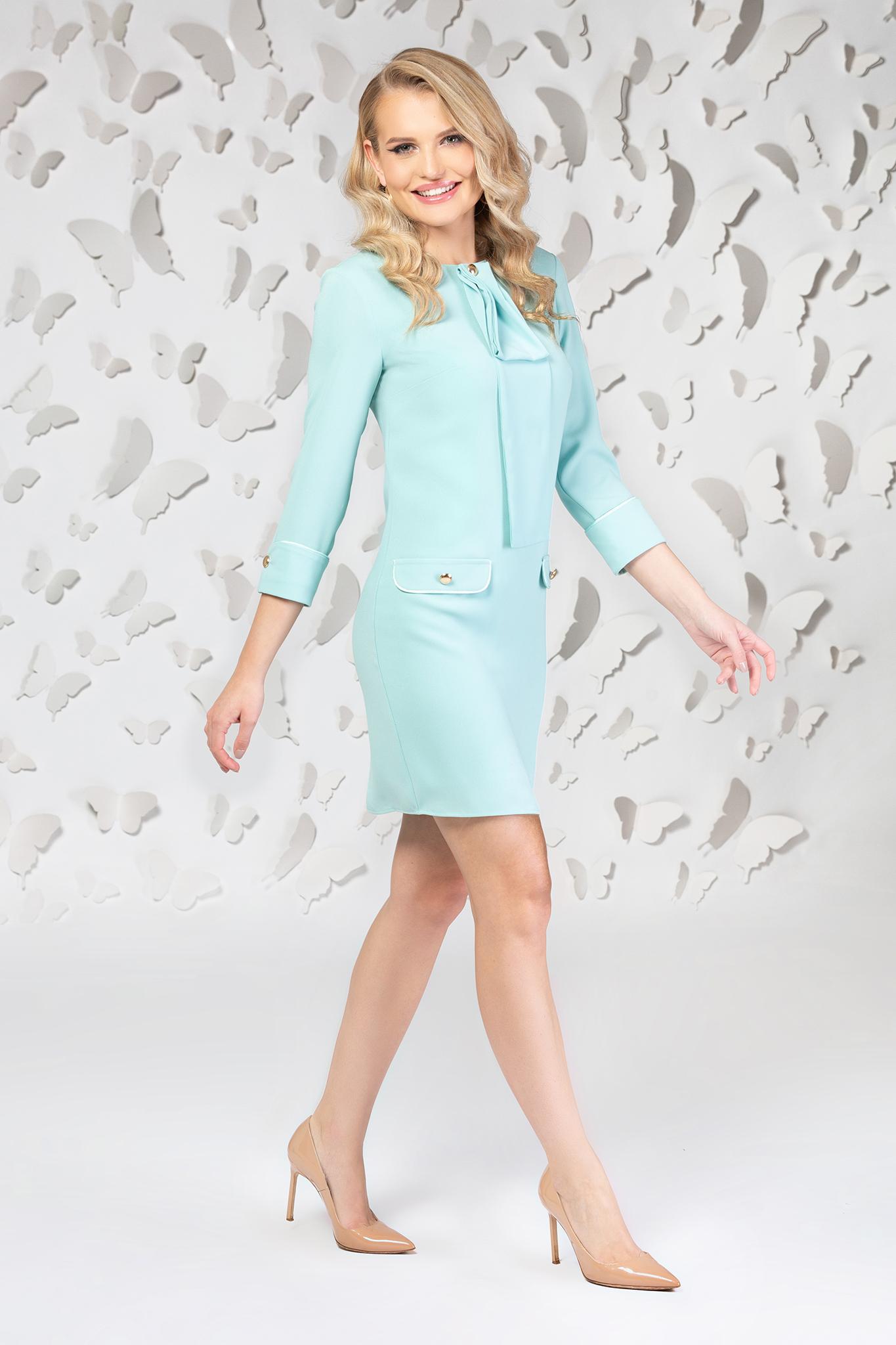 Rochie PrettyGirl albastru-deschis eleganta scurta cu croi drept si guler tip esarfa