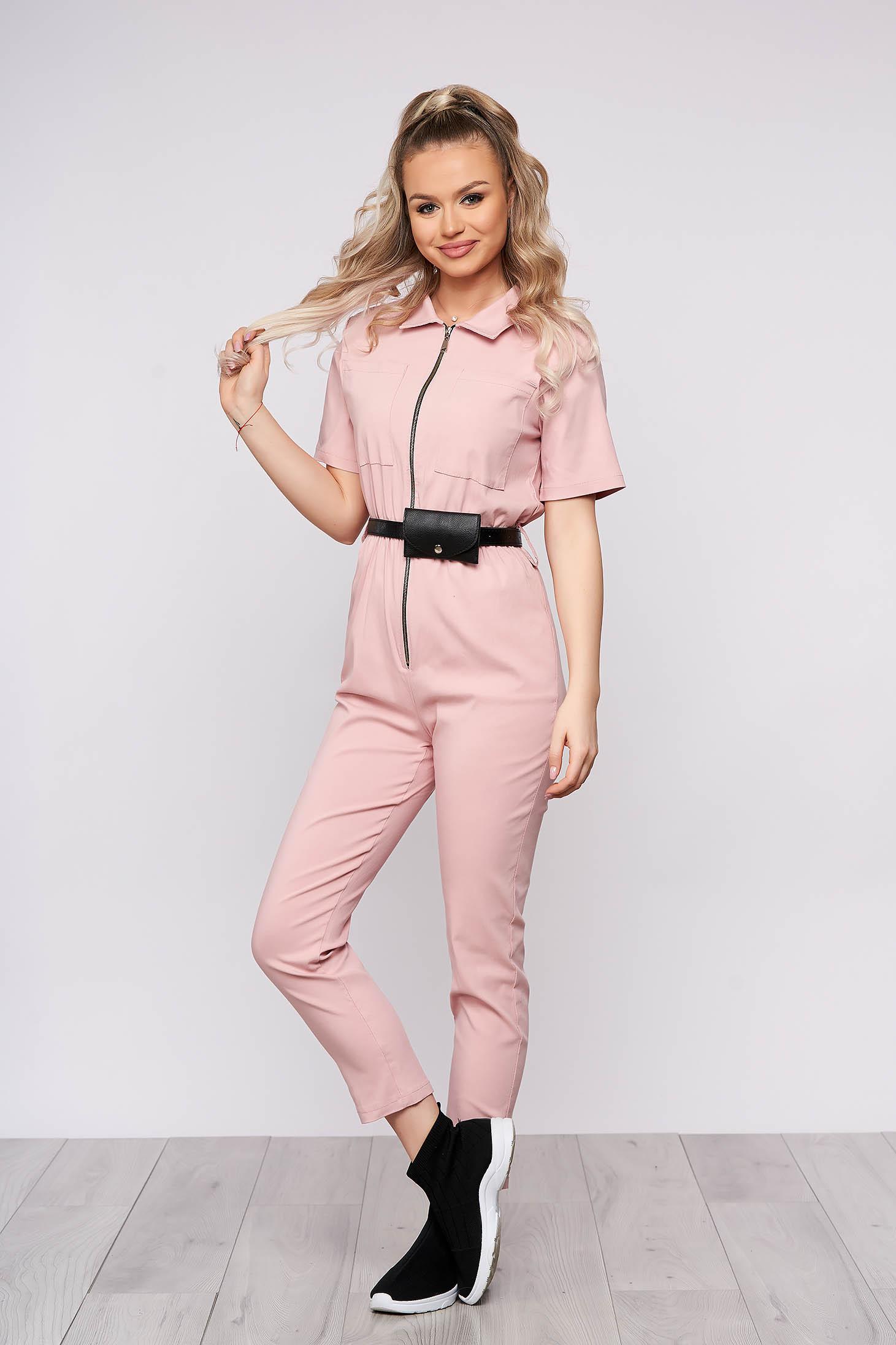 Világos rózsaszínű casual hosszú overál rugalmas anyagból szűk szabású