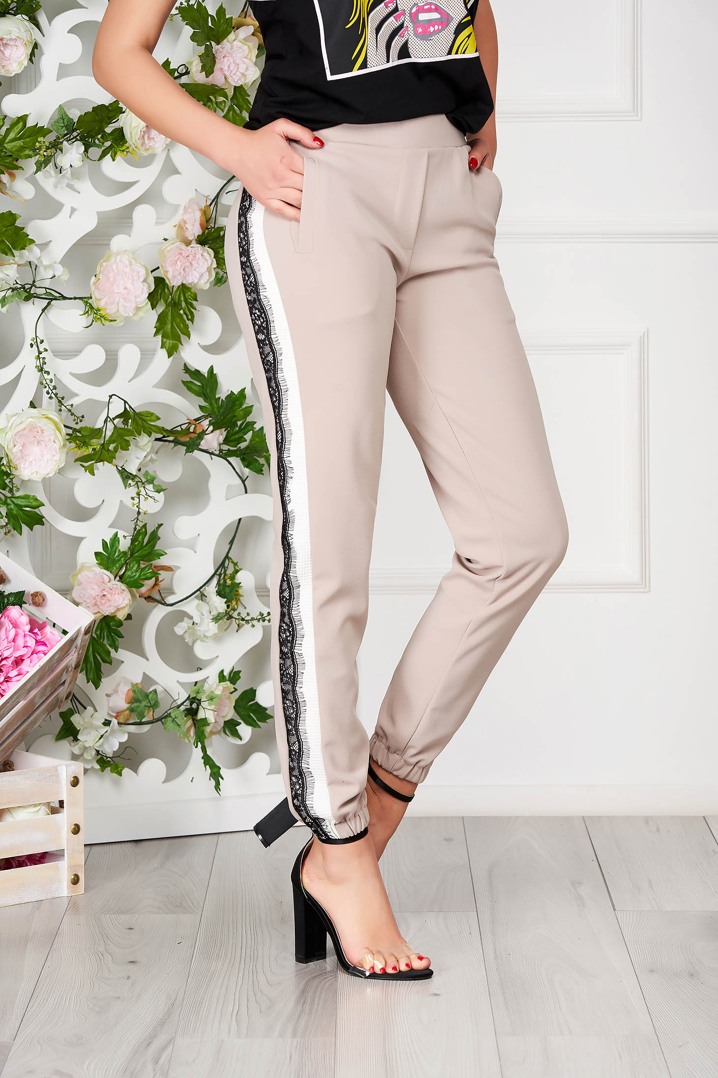 Cream trousers elegant conical with pockets with elastic fabric at the bottom