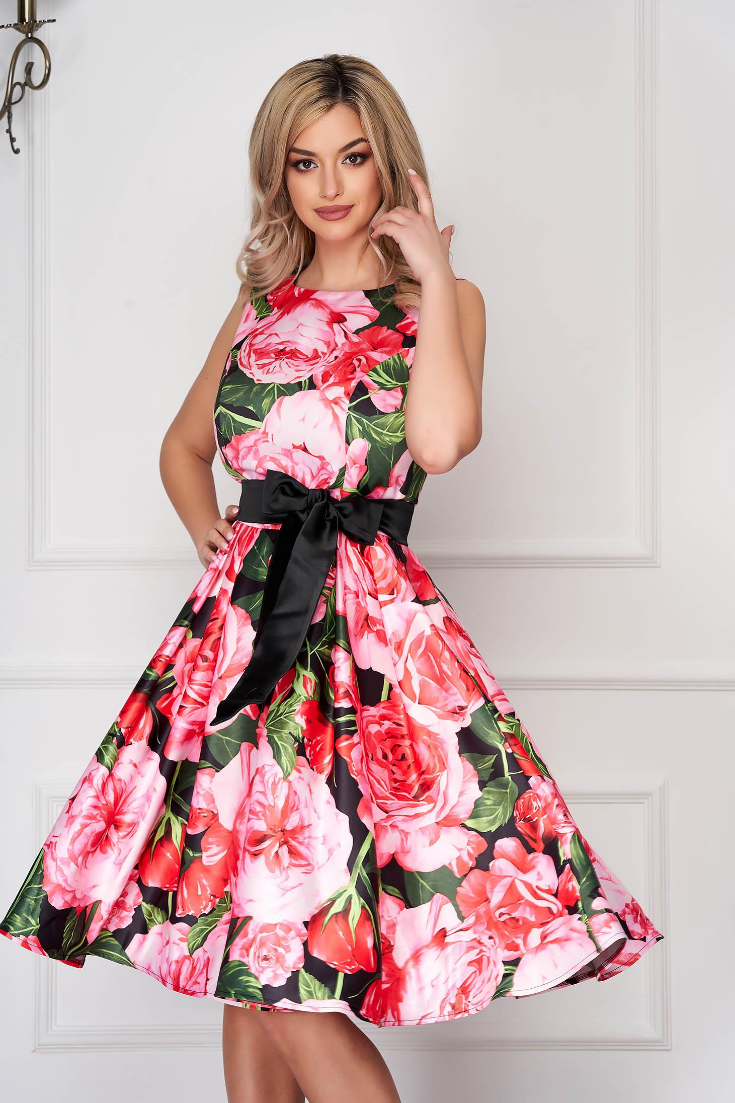 Rochie roz midi de ocazie in clos din satin fara maneci accesorizata cu cordon