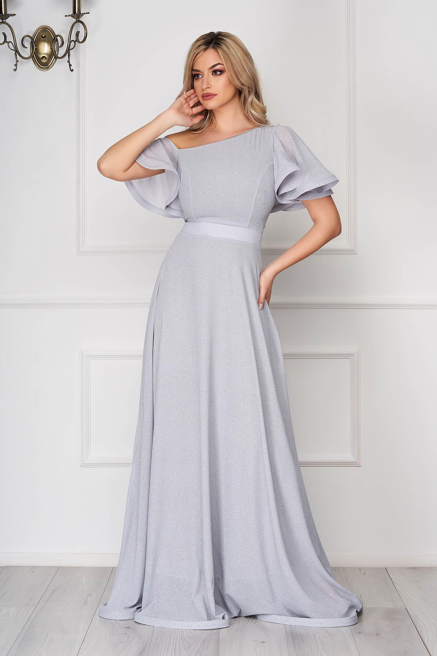 Szürke StarShinerS hosszú alkalmi harang ruha muszlinból egy vállas fazon