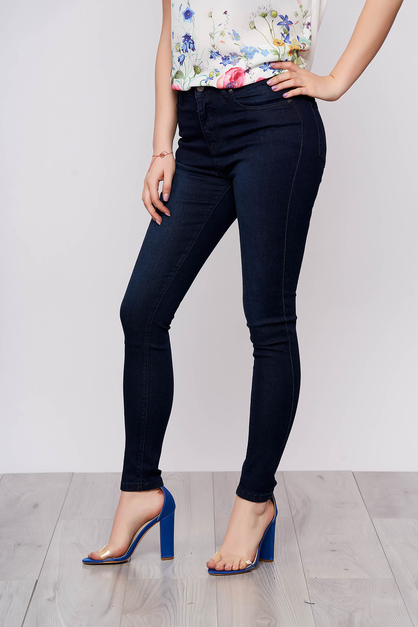 Blue basic denim trousers with pockets conical cut