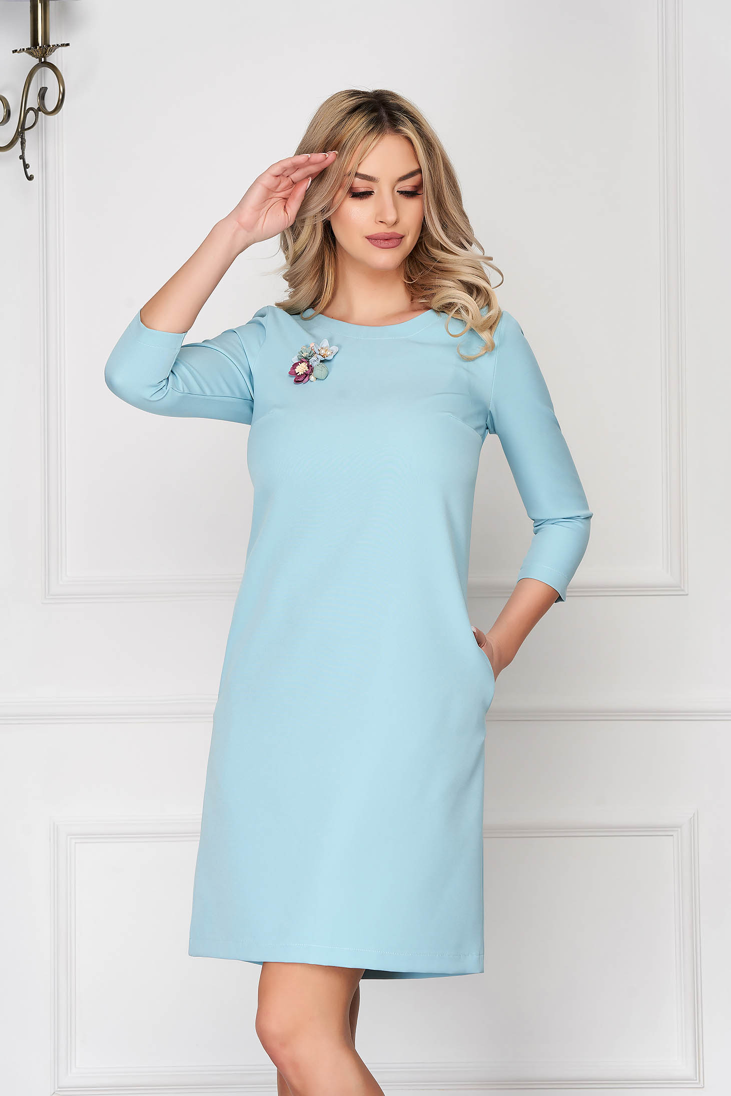 Rochie StarShinerS turcoaz eleganta scurta cu croi in a din stofa elastica cu buzunare