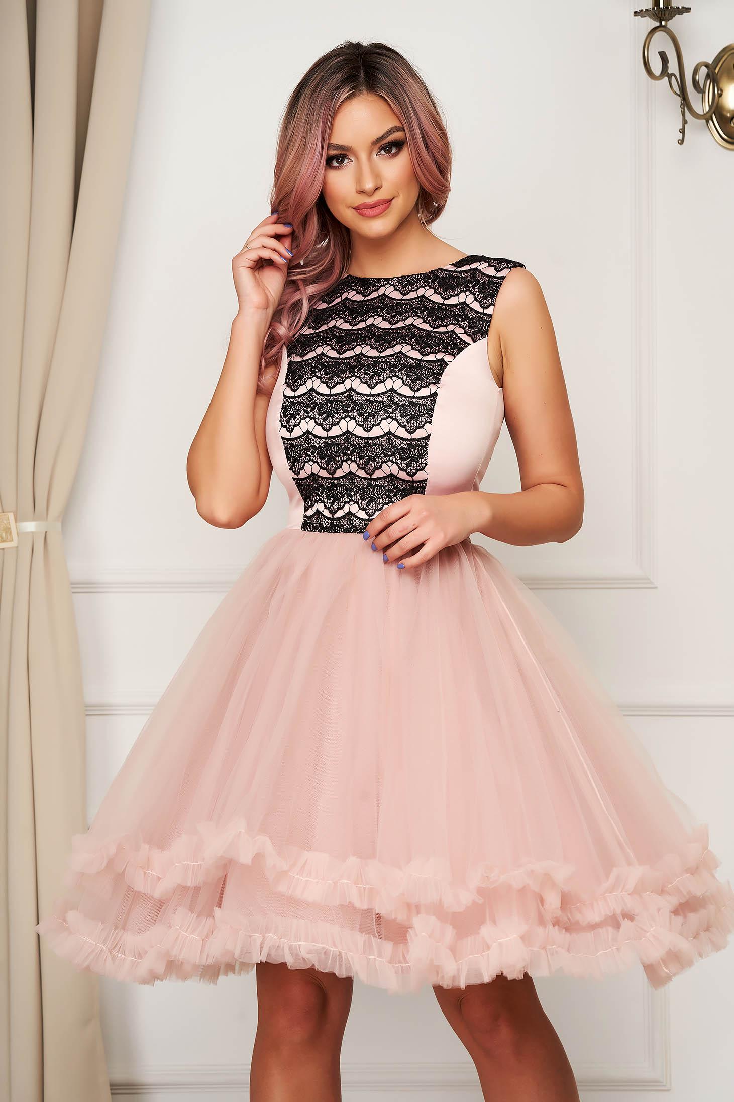 Rochie Artista roz scurta de ocazie in clos din tul cu aplicatii de dantela