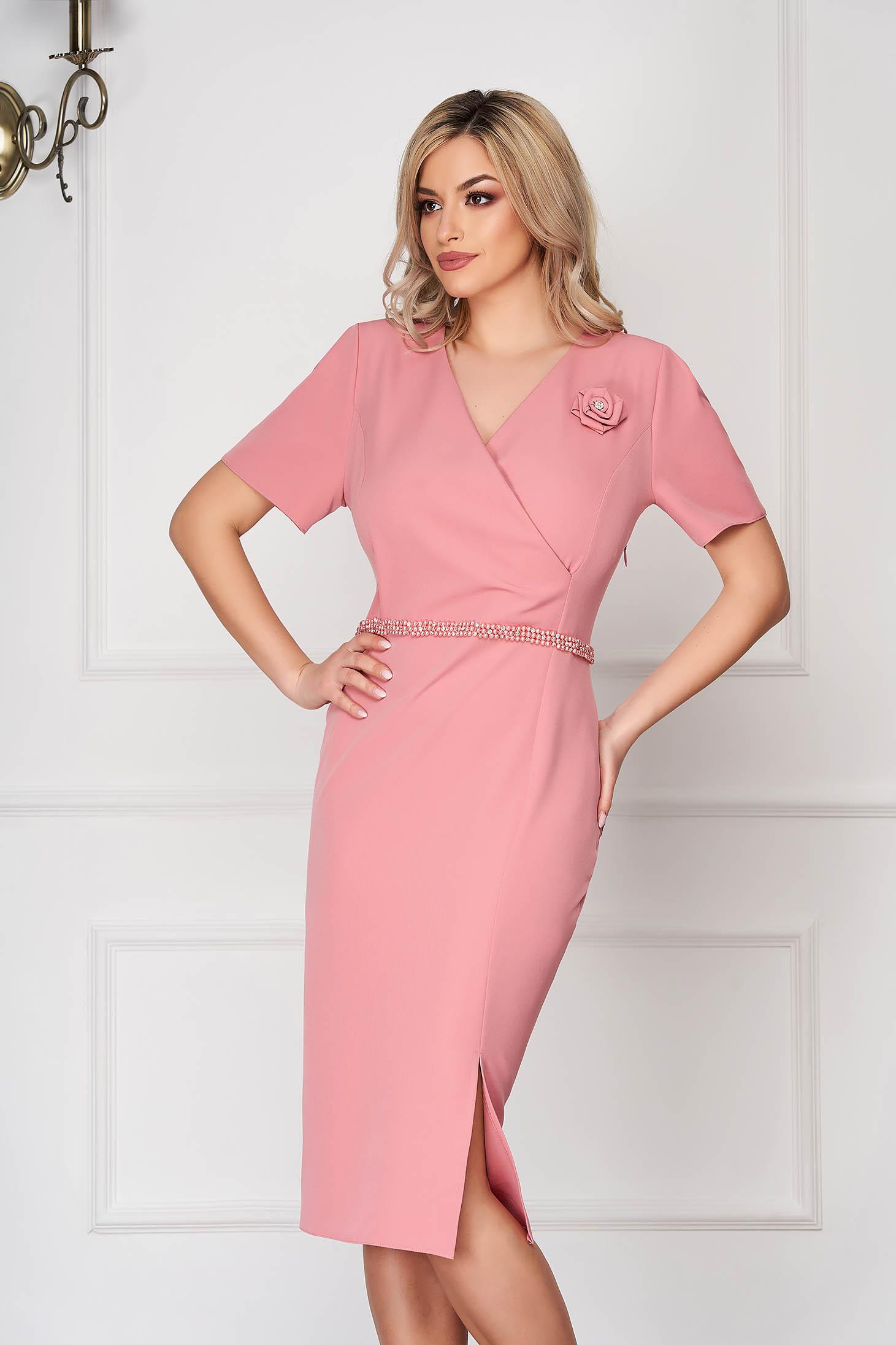 Rochie roz prafuit eleganta midi tip creion din stofa subtire cu maneci scurte