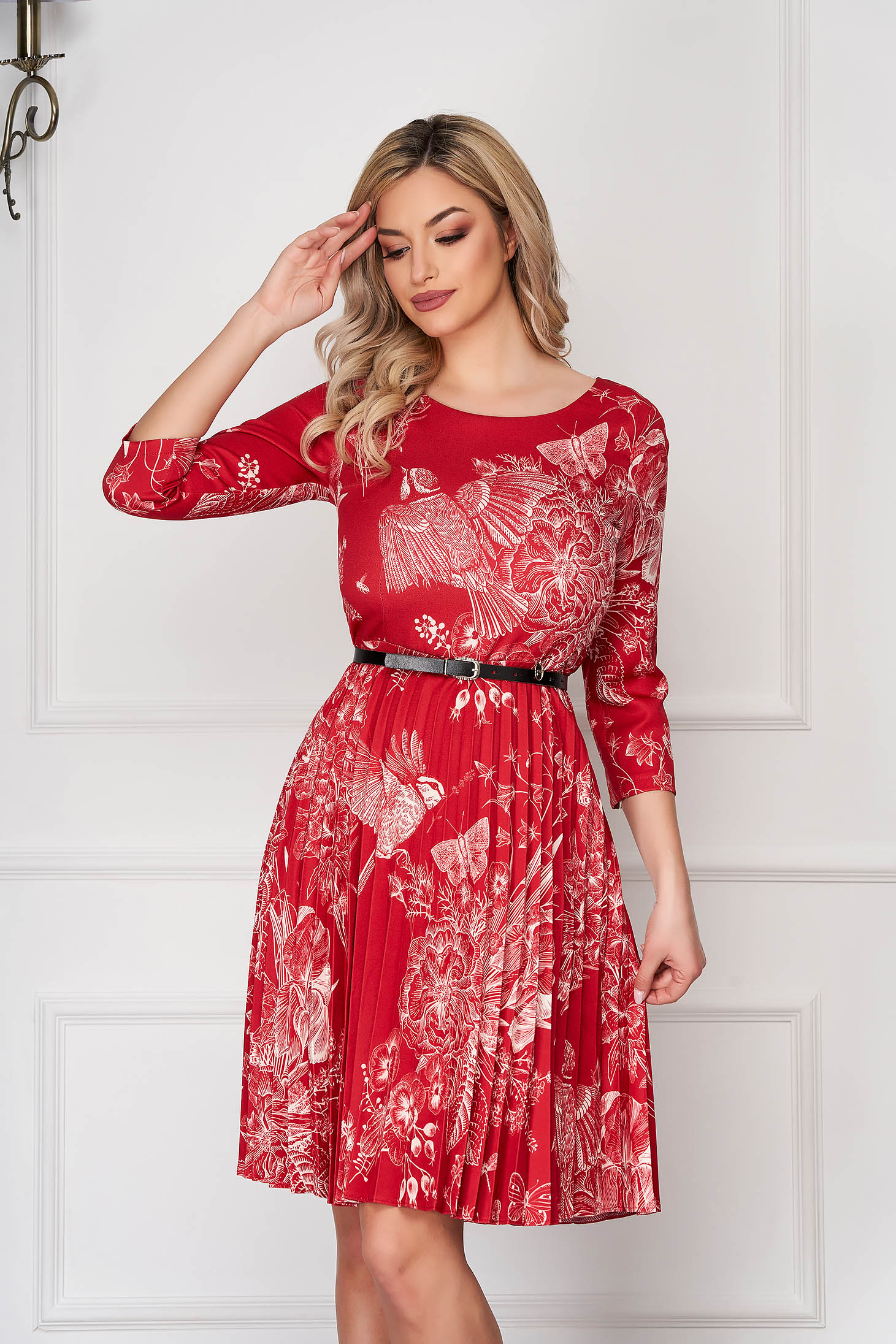 Rochie rosie scurta plisata de zi in clos din material subtire cu imprimeu floral