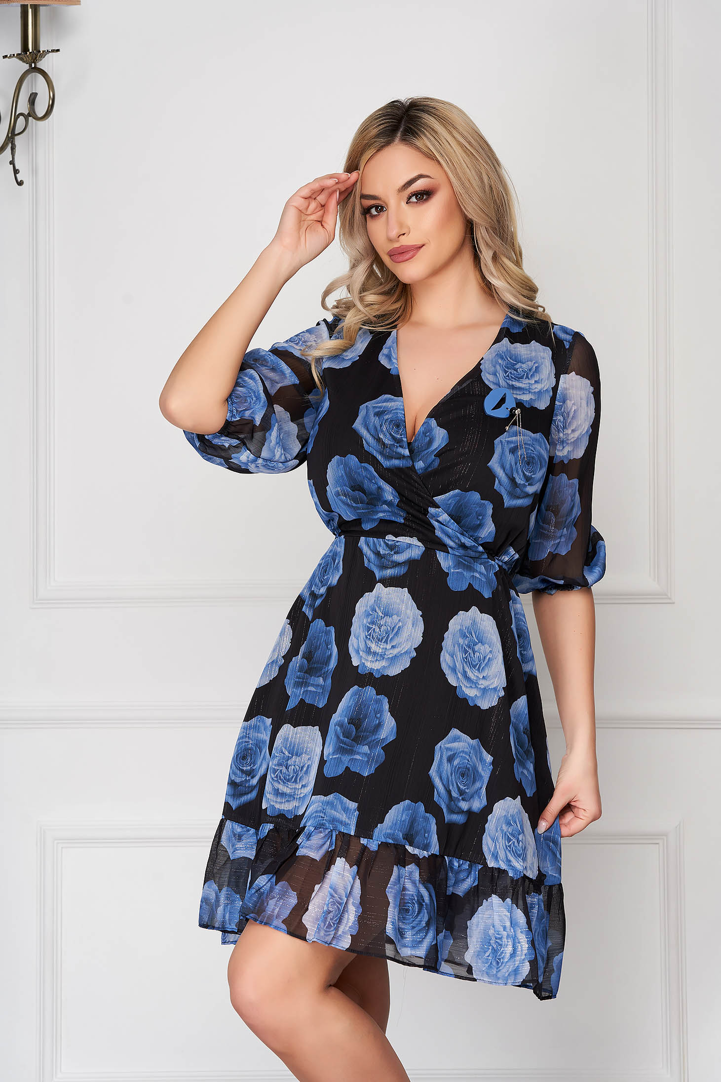 Blue dress daily short cut from veil fabric with v-neckline with 3/4 sleeves cloche