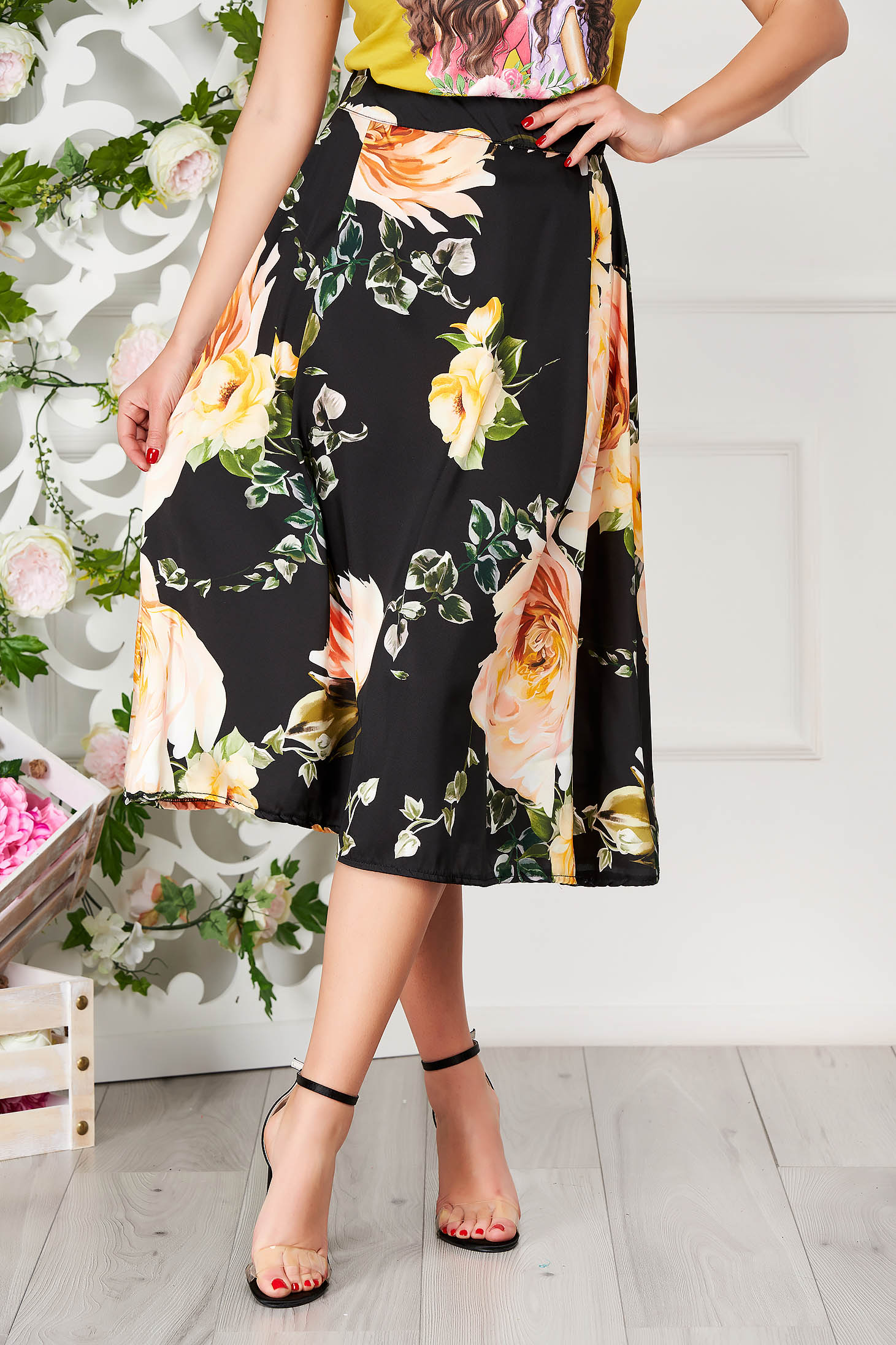 Fusta SunShine neagra eleganta midi in clos cu imprimeu floral