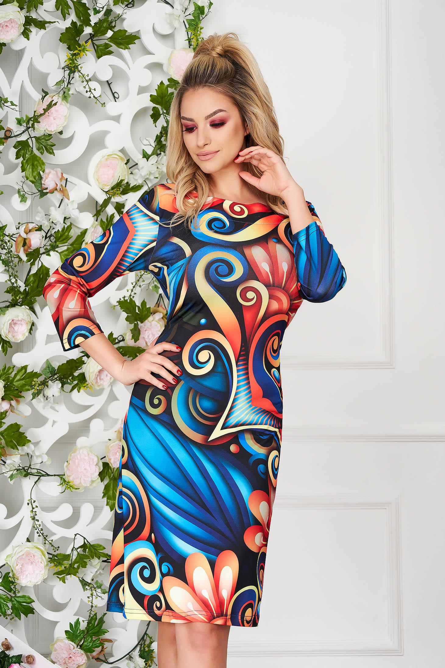 Kék elegáns hétköznapi midi ceruza ruha kerekített dekoltázssal grafikai díszítéssel