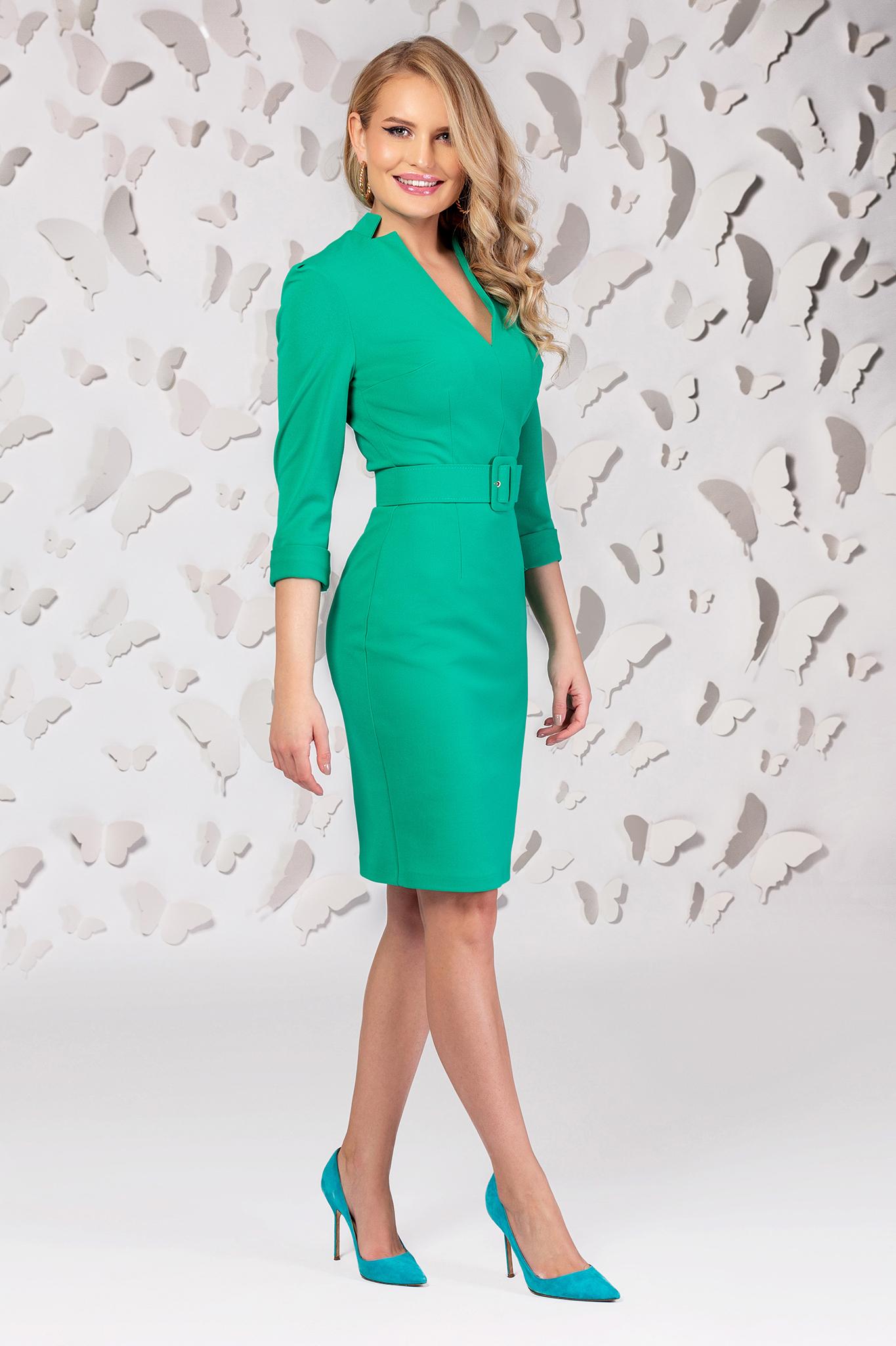Rochie PrettyGirl verde din stofa subtire usor elastica cu decolteu in v cu accesoriu tip curea