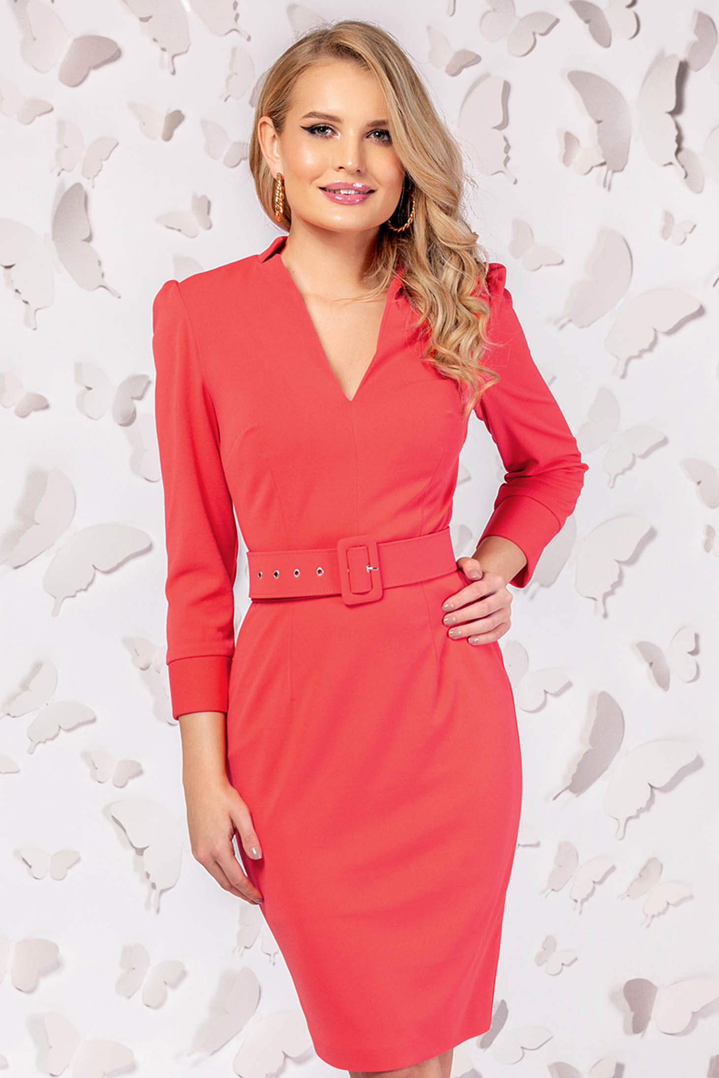 Dress coral slightly elastic fabric with v-neckline accessorized with belt