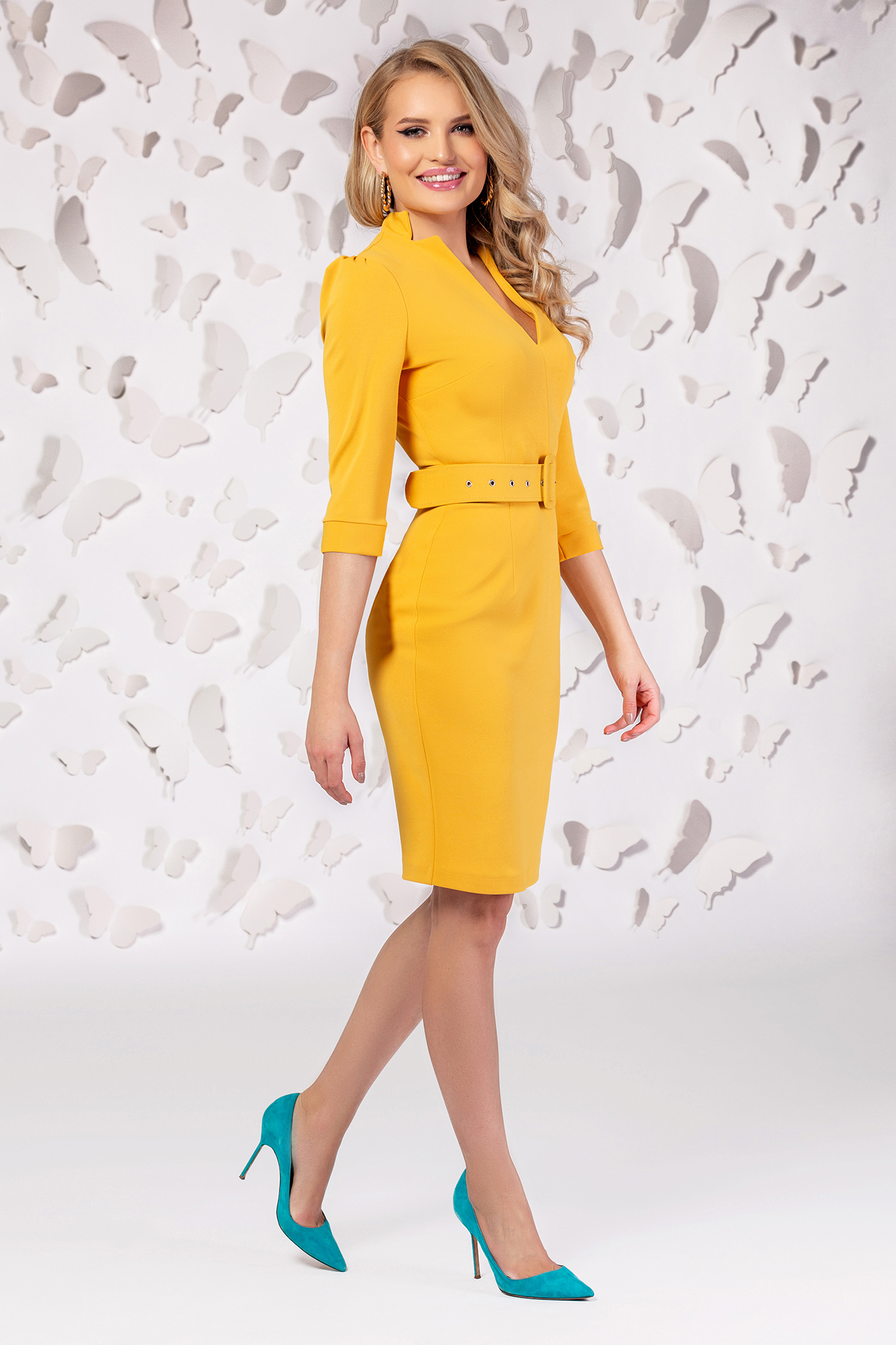 Dress yellow slightly elastic fabric with v-neckline accessorized with belt