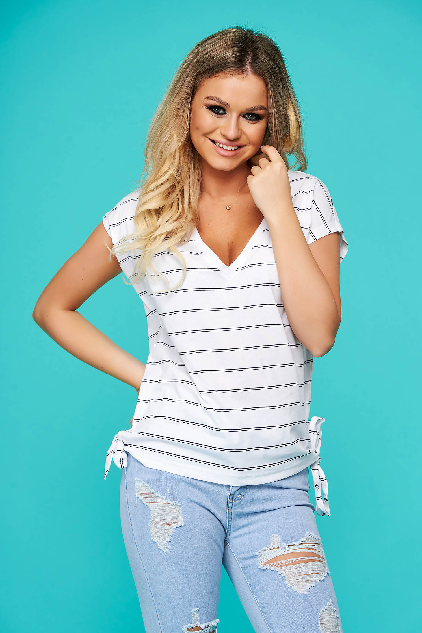 White t-shirt casual flared with v-neckline short sleeves