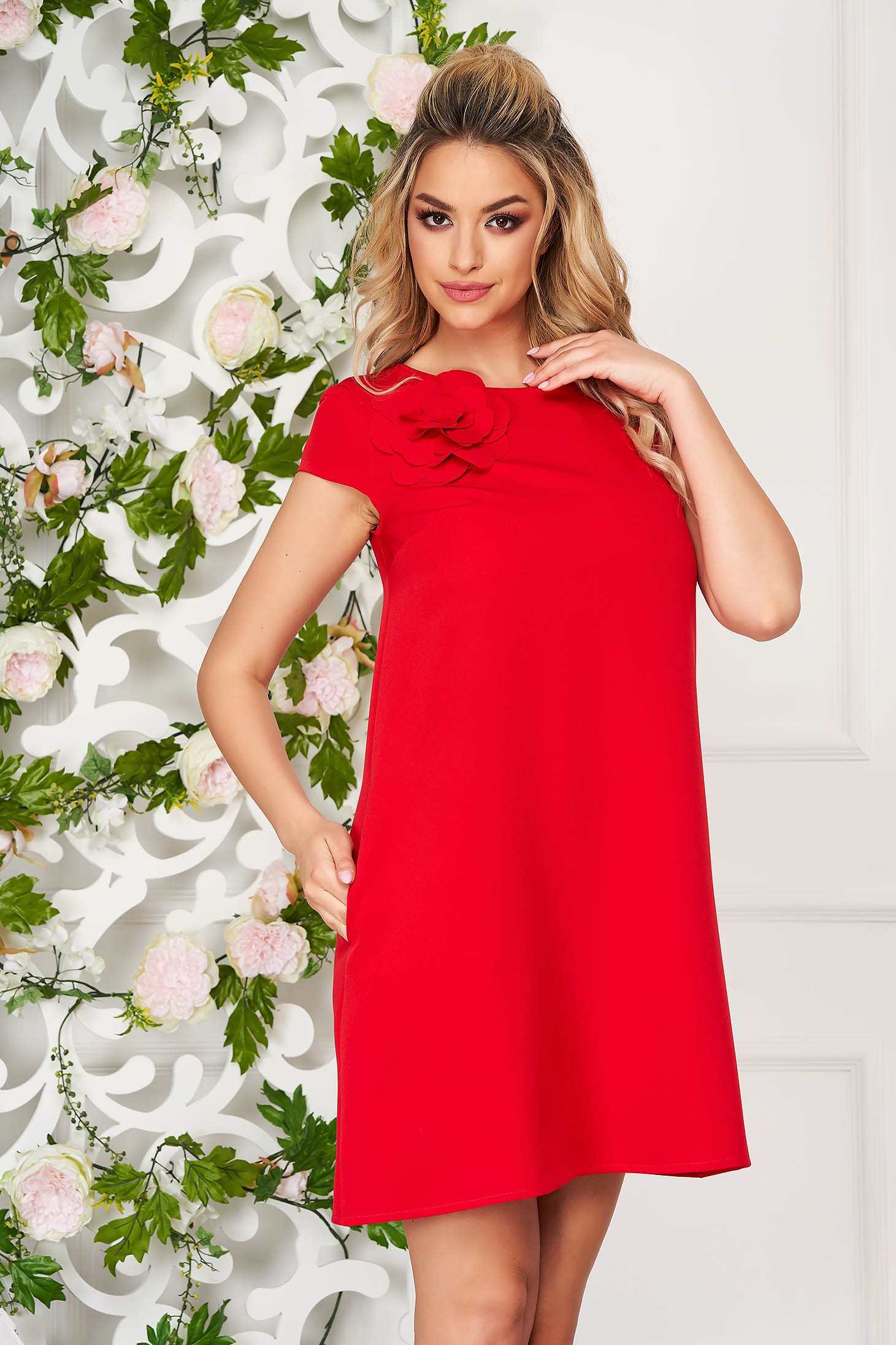 Rochie StarShinerS rosie scurta de zi cu croi larg din stofa elastica cu buzunare