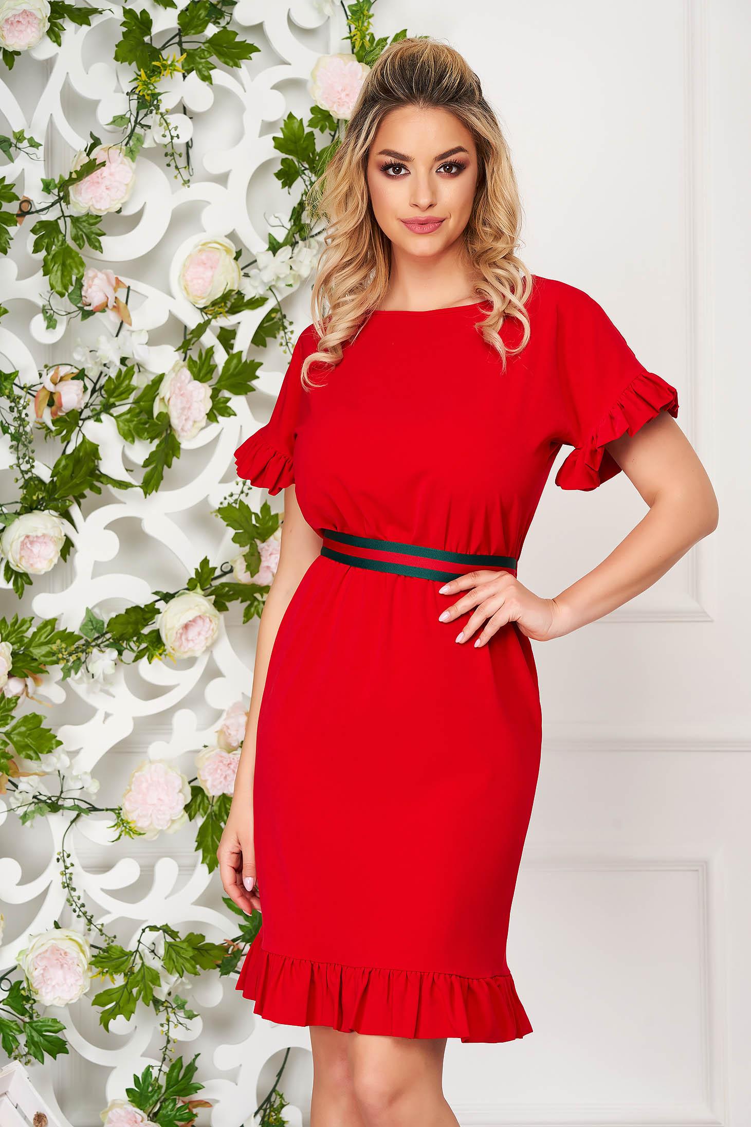 Rochie StarShinerS rosie eleganta scurta din stofa cu un croi drept si volanase la maneca