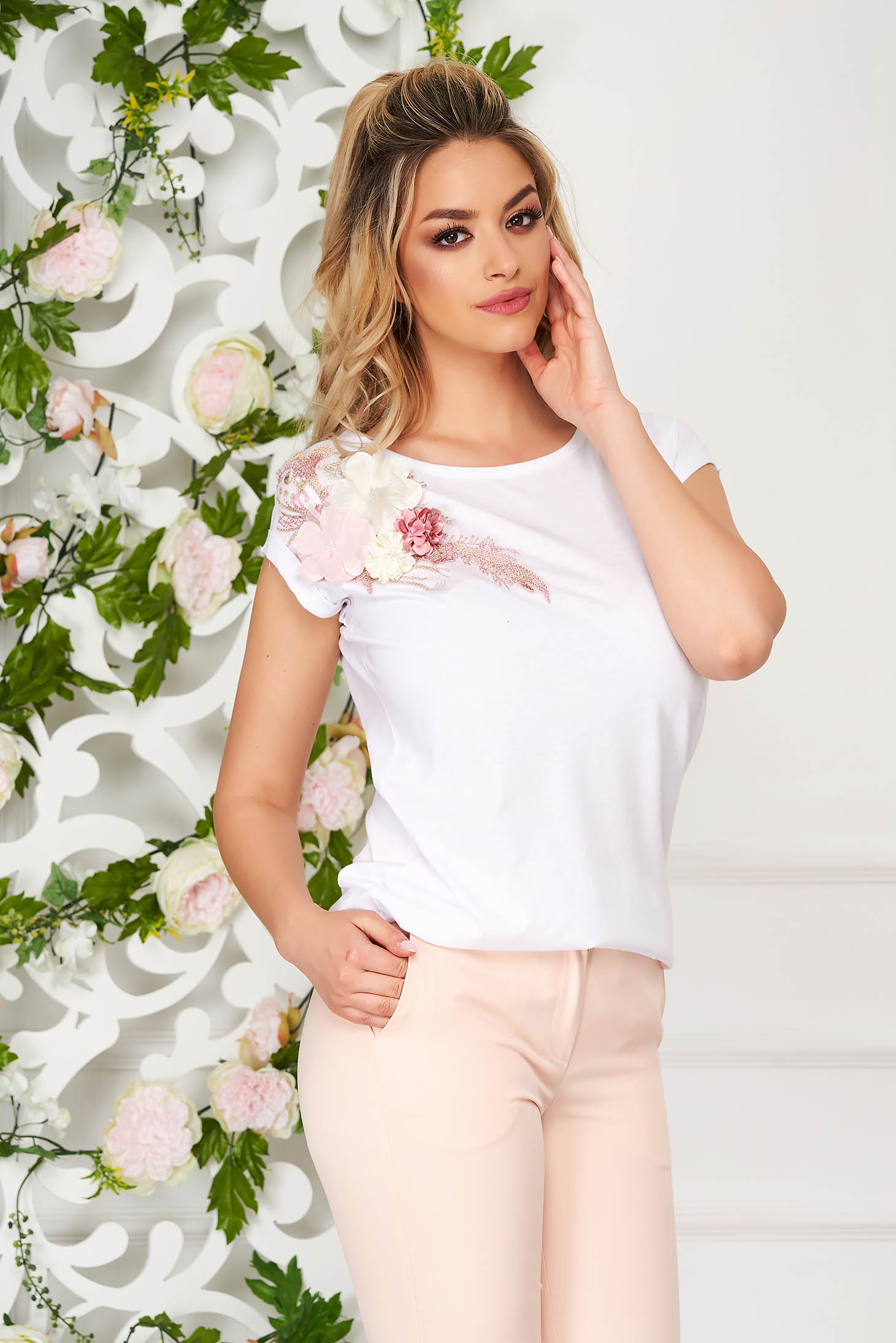 StarShinerS white t-shirt casual flared short sleeves with raised flowers