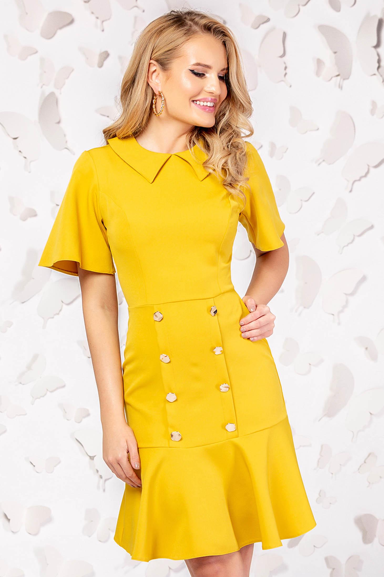 Sárga elegáns rövid ruha gomb kiegészítőkkel bő ujjakkal