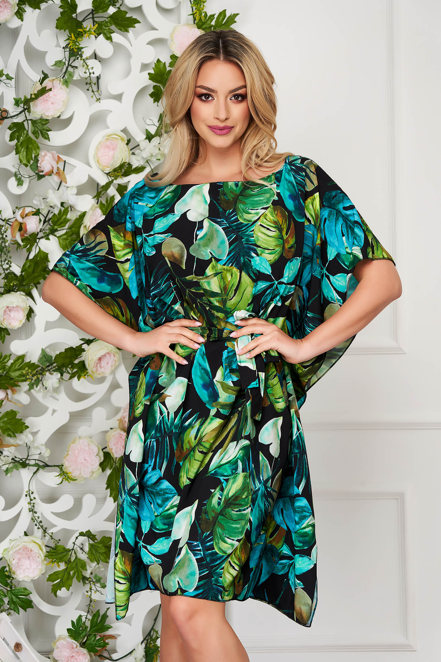 Dirty green dress short cut flared thin fabric with butterfly sleeves