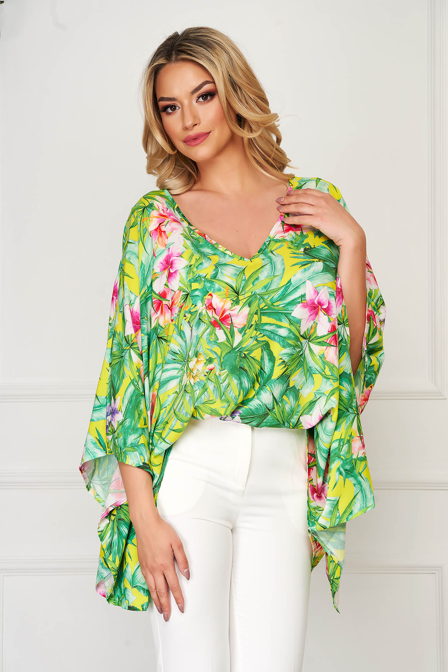 StarShinerS green women`s blouse elegant flared thin fabric with v-neckline