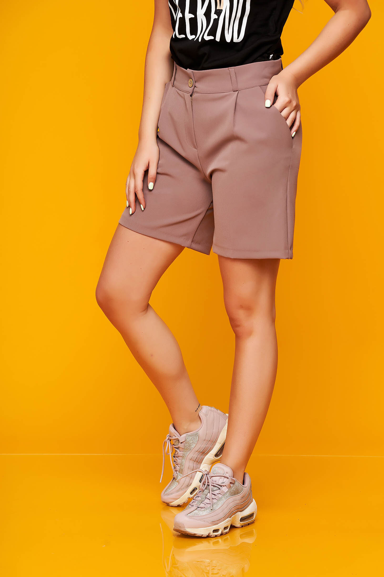 Cappuccino short casual cloth from elastic fabric tented with pockets