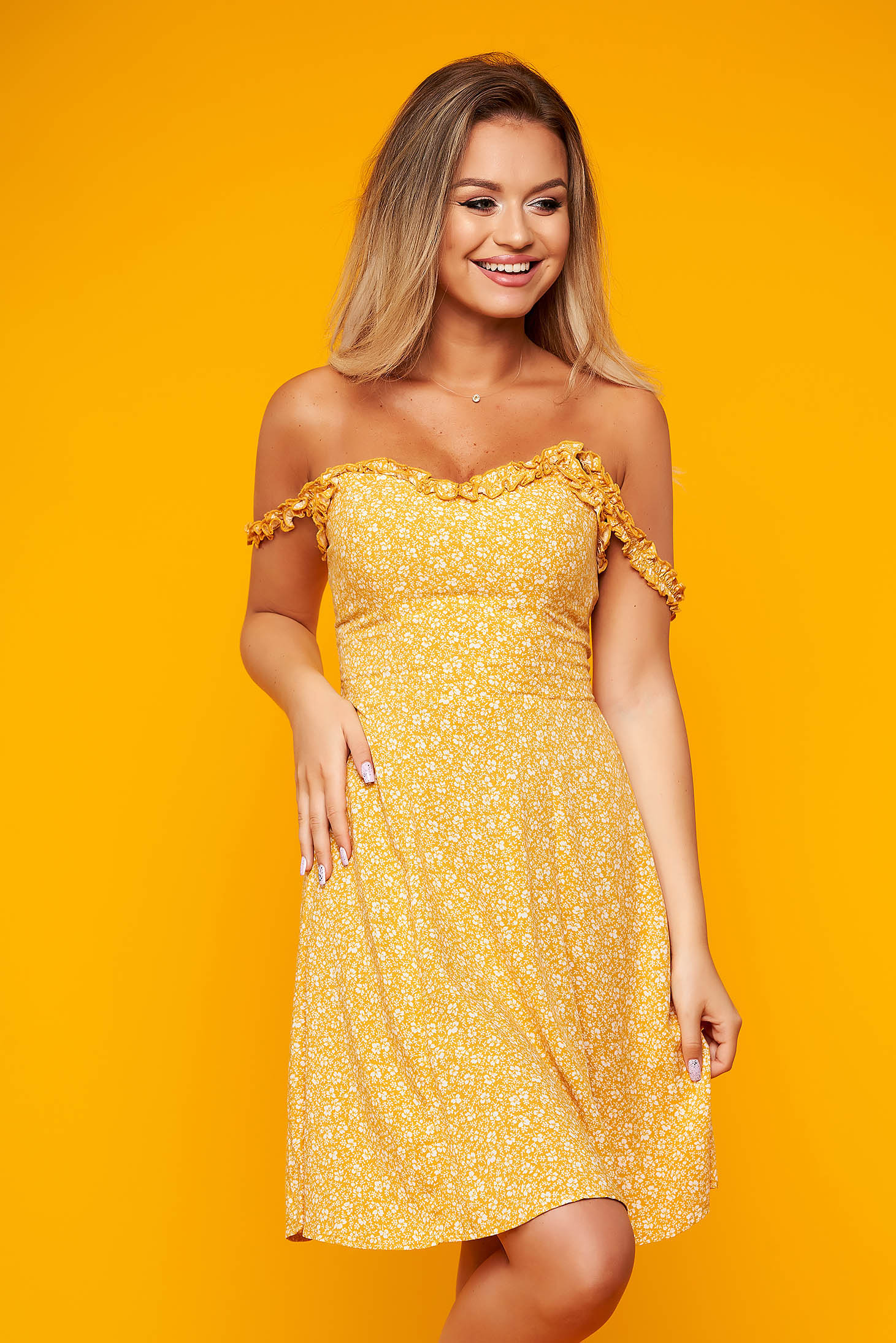 Yellow dress daily short cut with braces flaring cut thin fabric