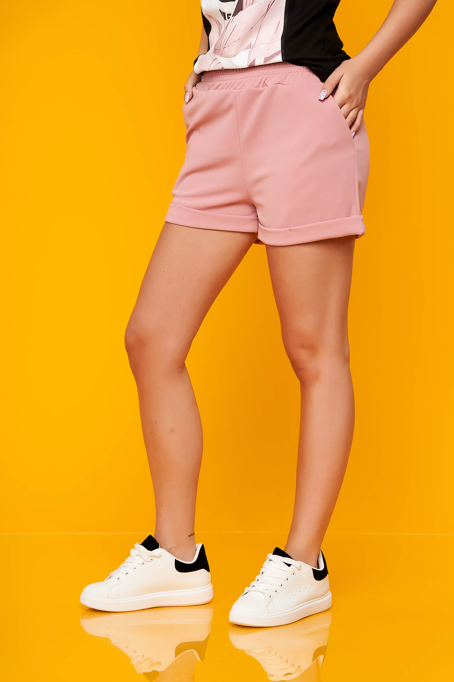 Púder rózsaszínű casual rövidnadrág scuba anyagból zsebes