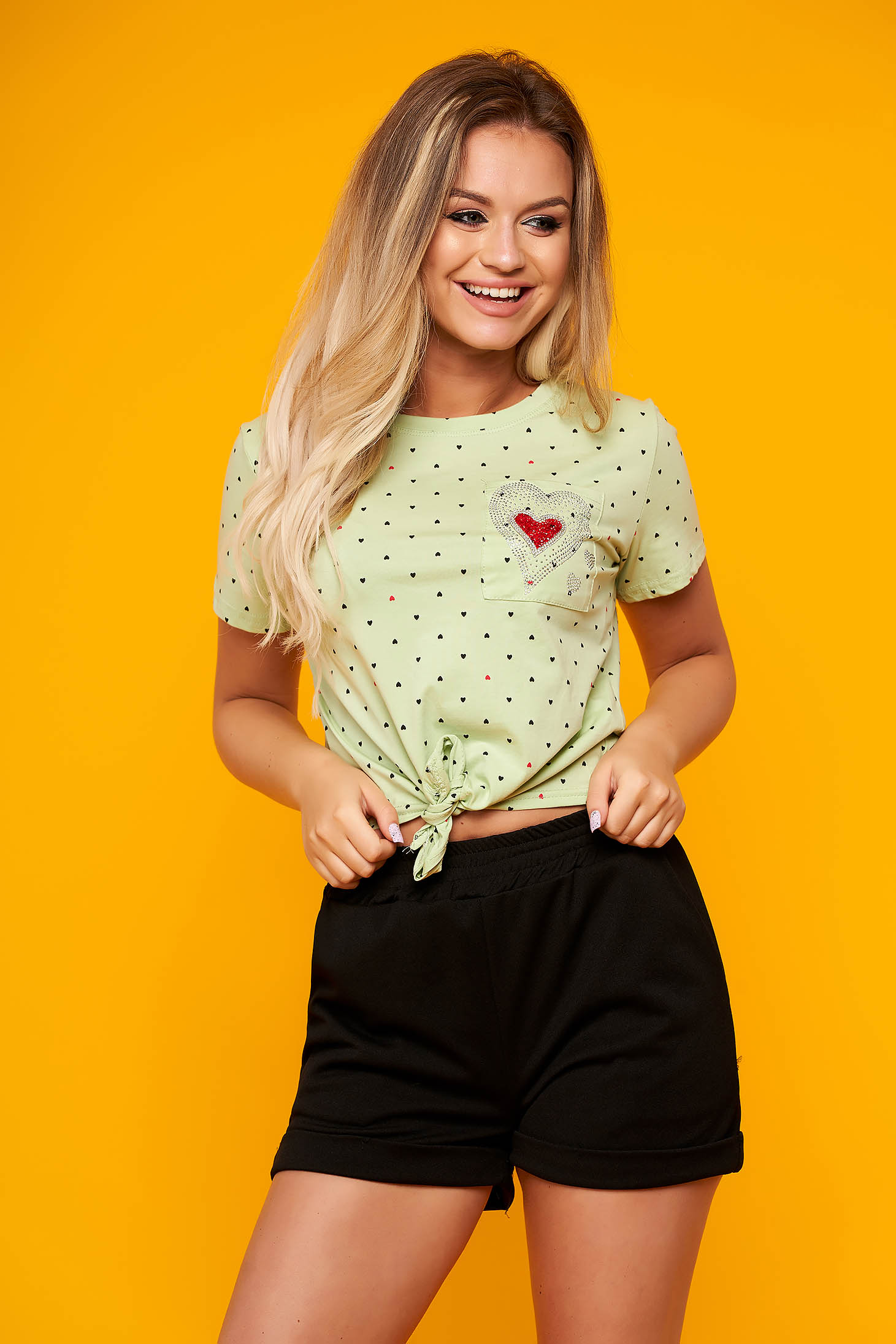 Green t-shirt casual short cut flared cotton short sleeves