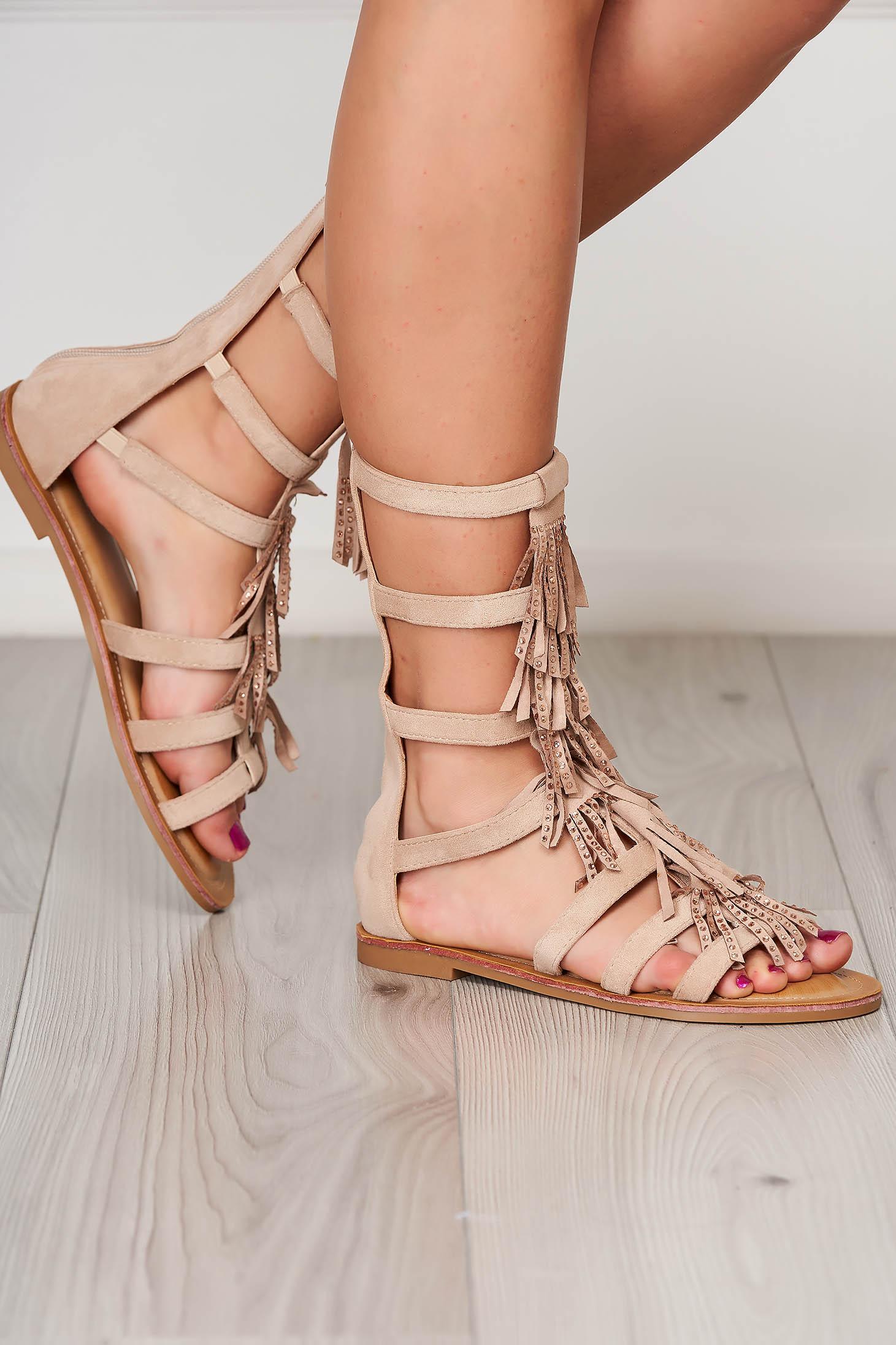 Sandale crem casual cu talpa joasa si ciucuri
