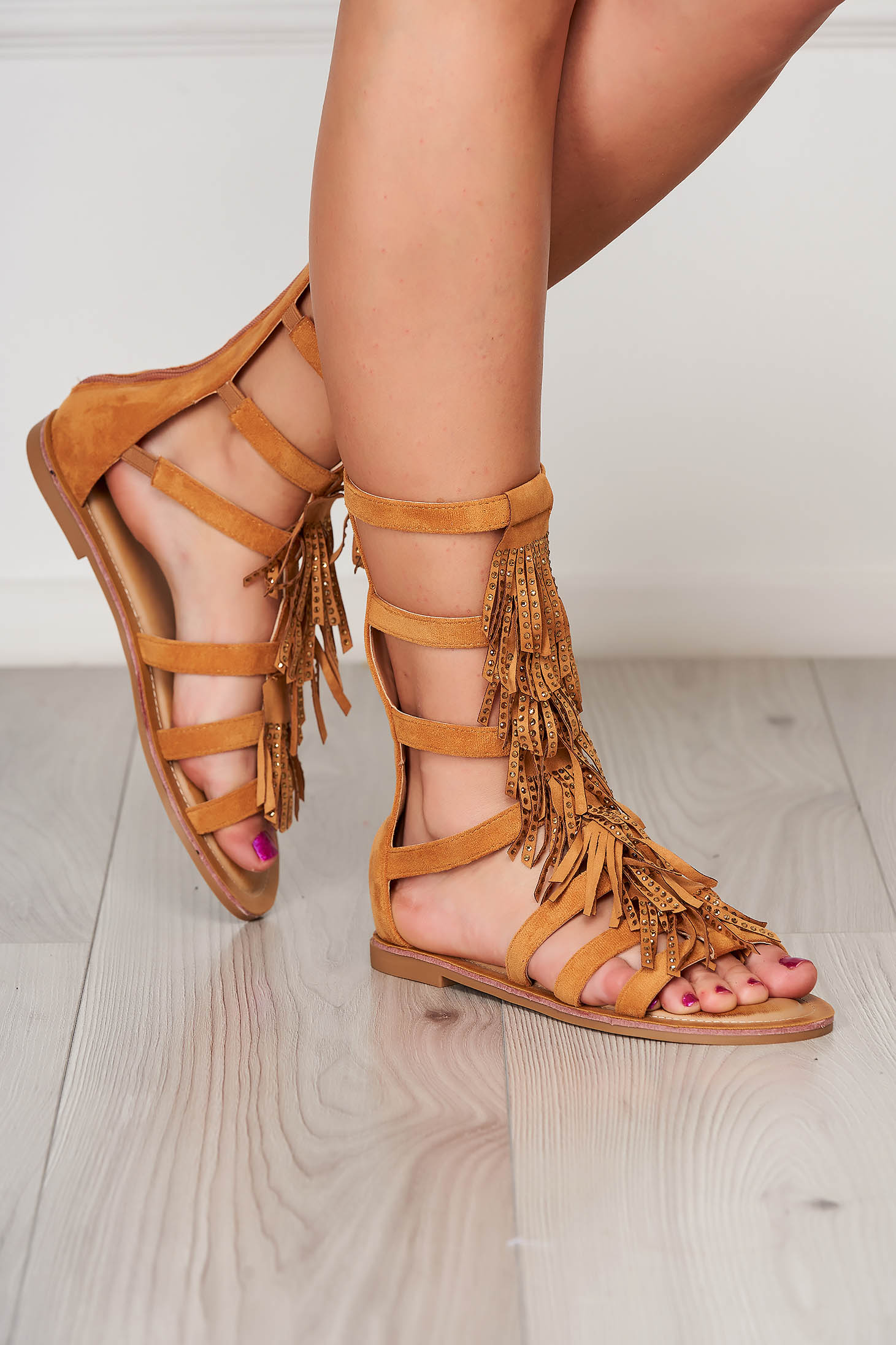 Sandale maro casual cu talpa joasa si ciucuri