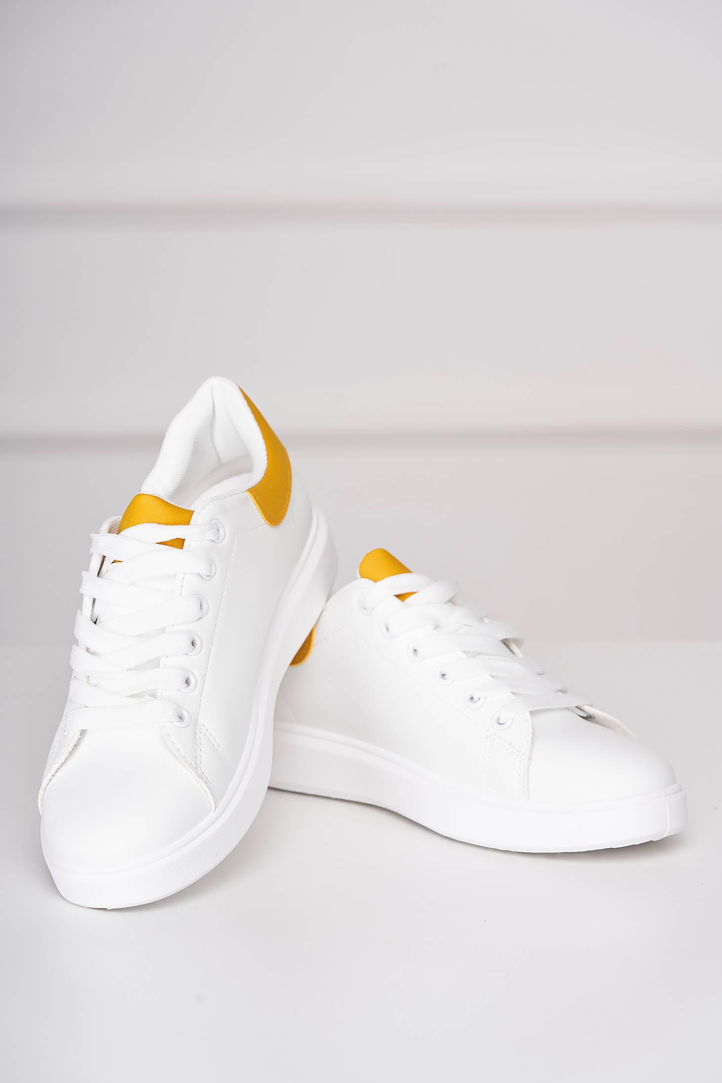Pantofi sport albi casual cu siret din piele ecologica cu detaliu galben