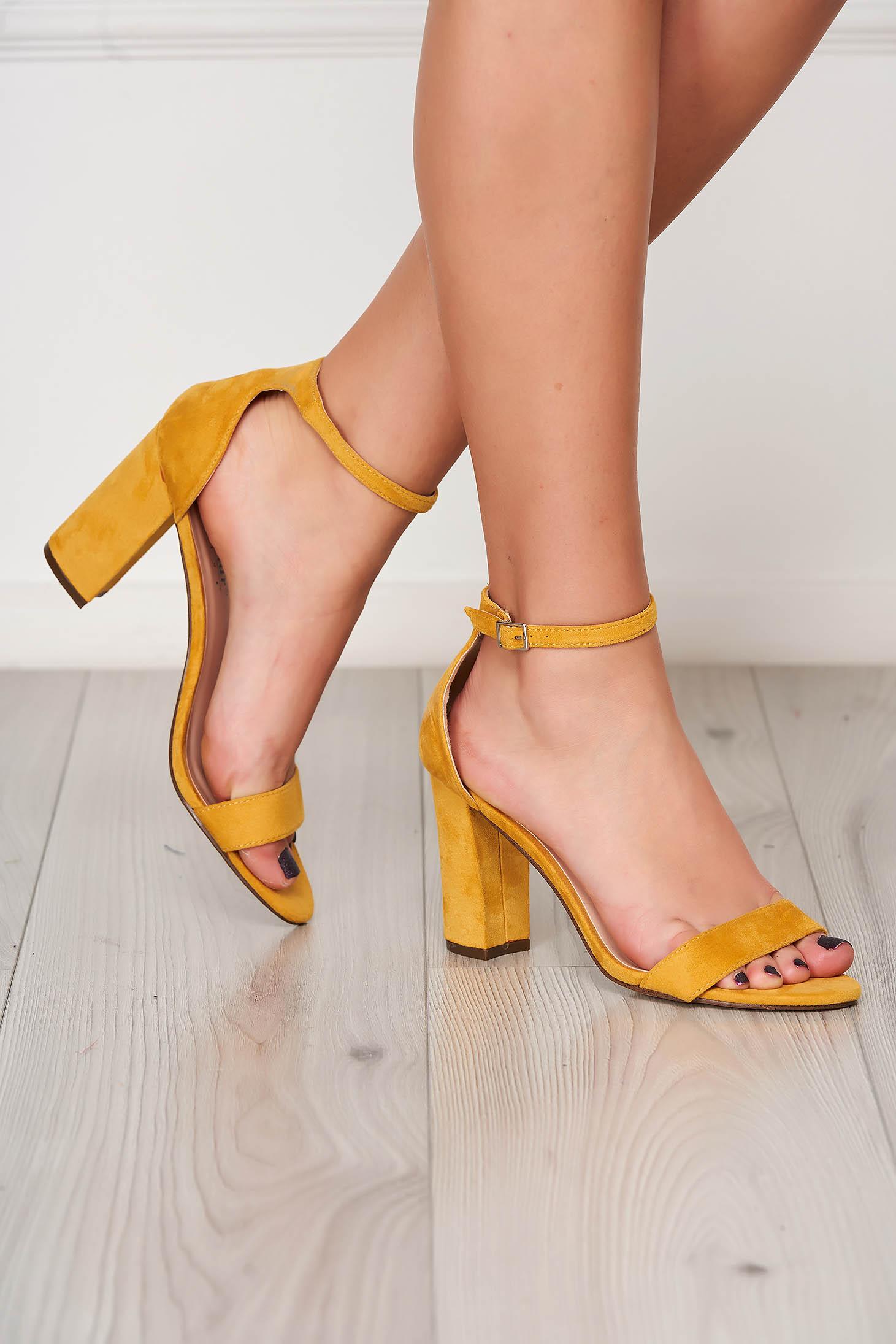 Sandale galbene elegante din material catifelat cu toc gros