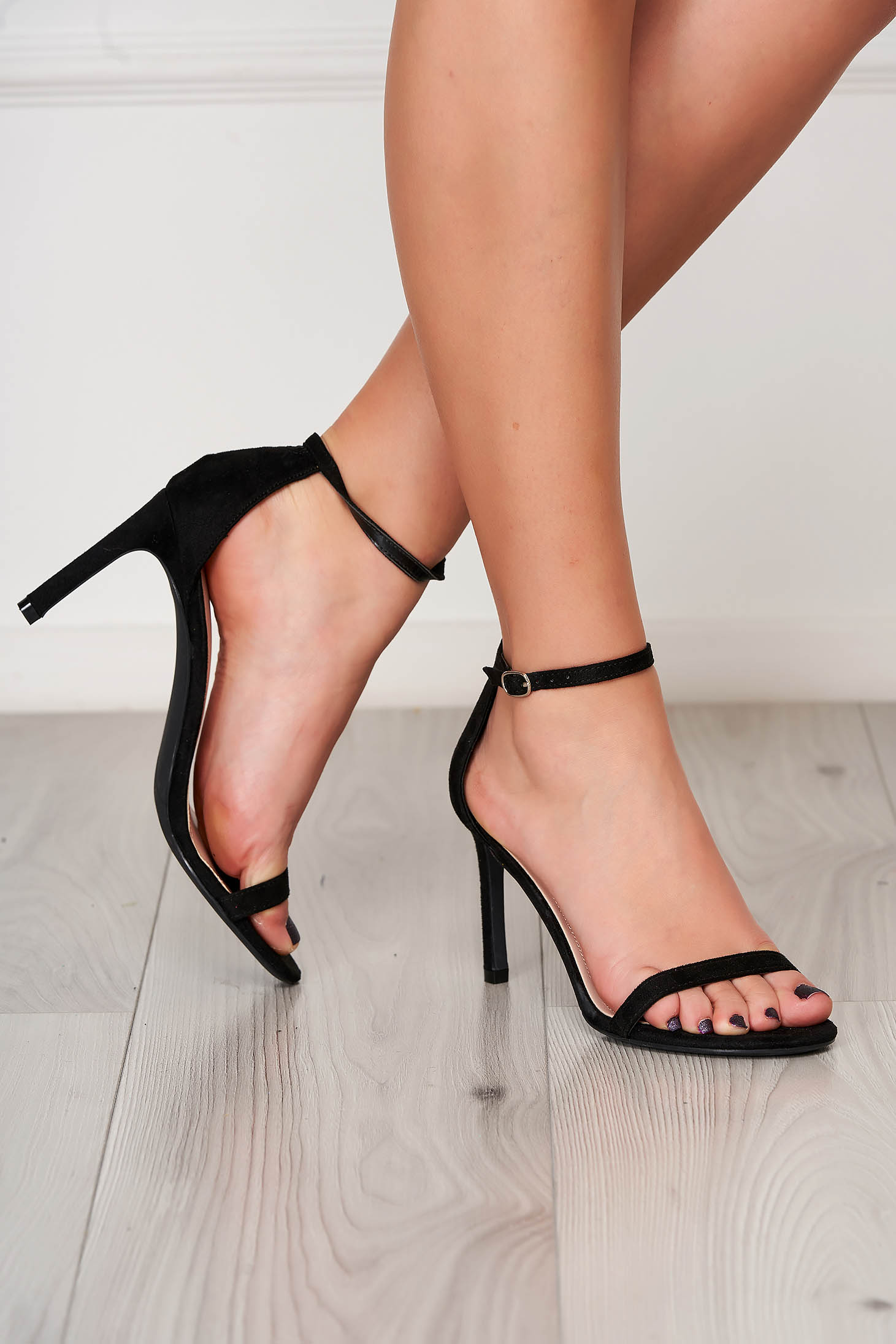 Black sandals elegant with thin straps from velvet fabric