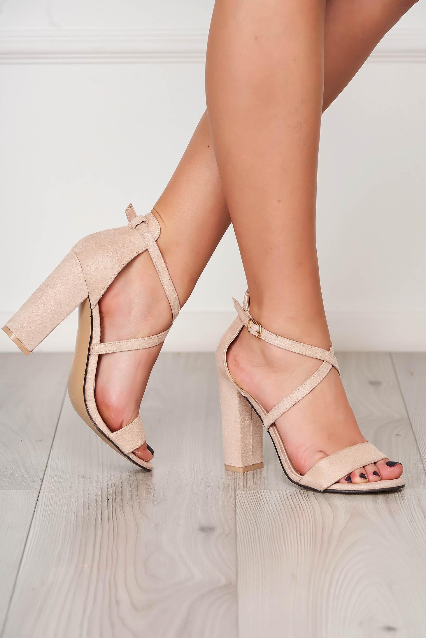 Sandale crem din piele ecologica cu aspect din piele intoarsa cu barete subtiri