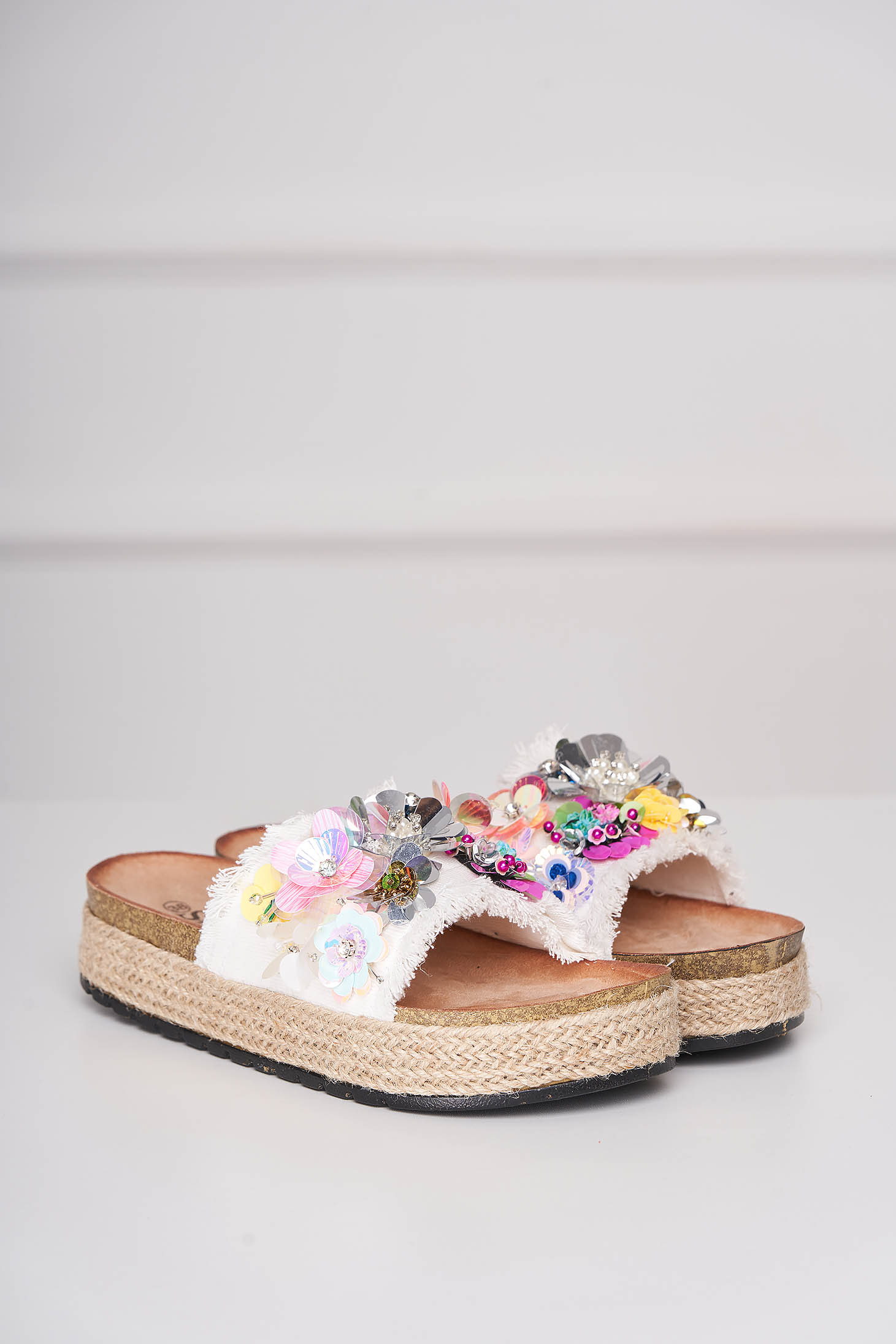 Papuci albi casual din denim cu aplicatii din paiete