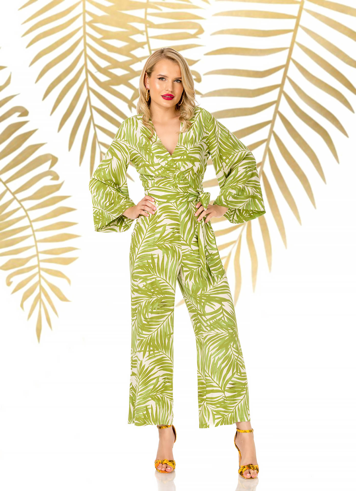 Salopeta PrettyGirl verde eleganta lunga evazata din material vaporos cu decolteu in v