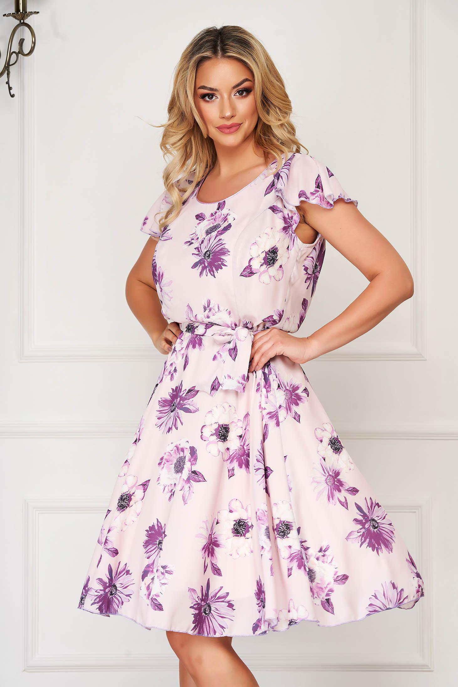 Rochie lila eleganta de zi in clos din voal cu imprimeu floral accesorizata cu cordon