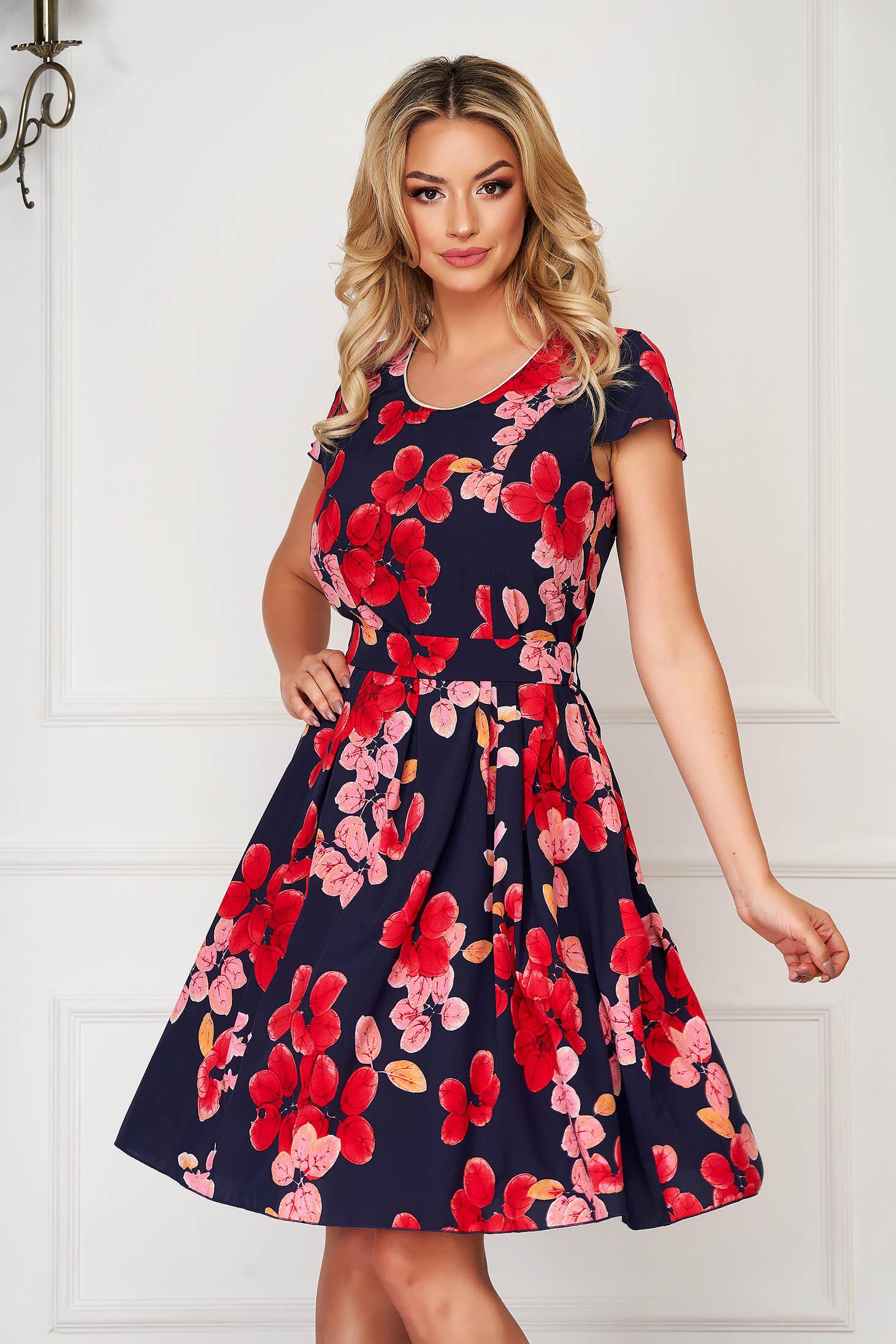 Rochie rosie eleganta de zi in clos din material neelastic cu imprimeu floral accesorizata cu cordon