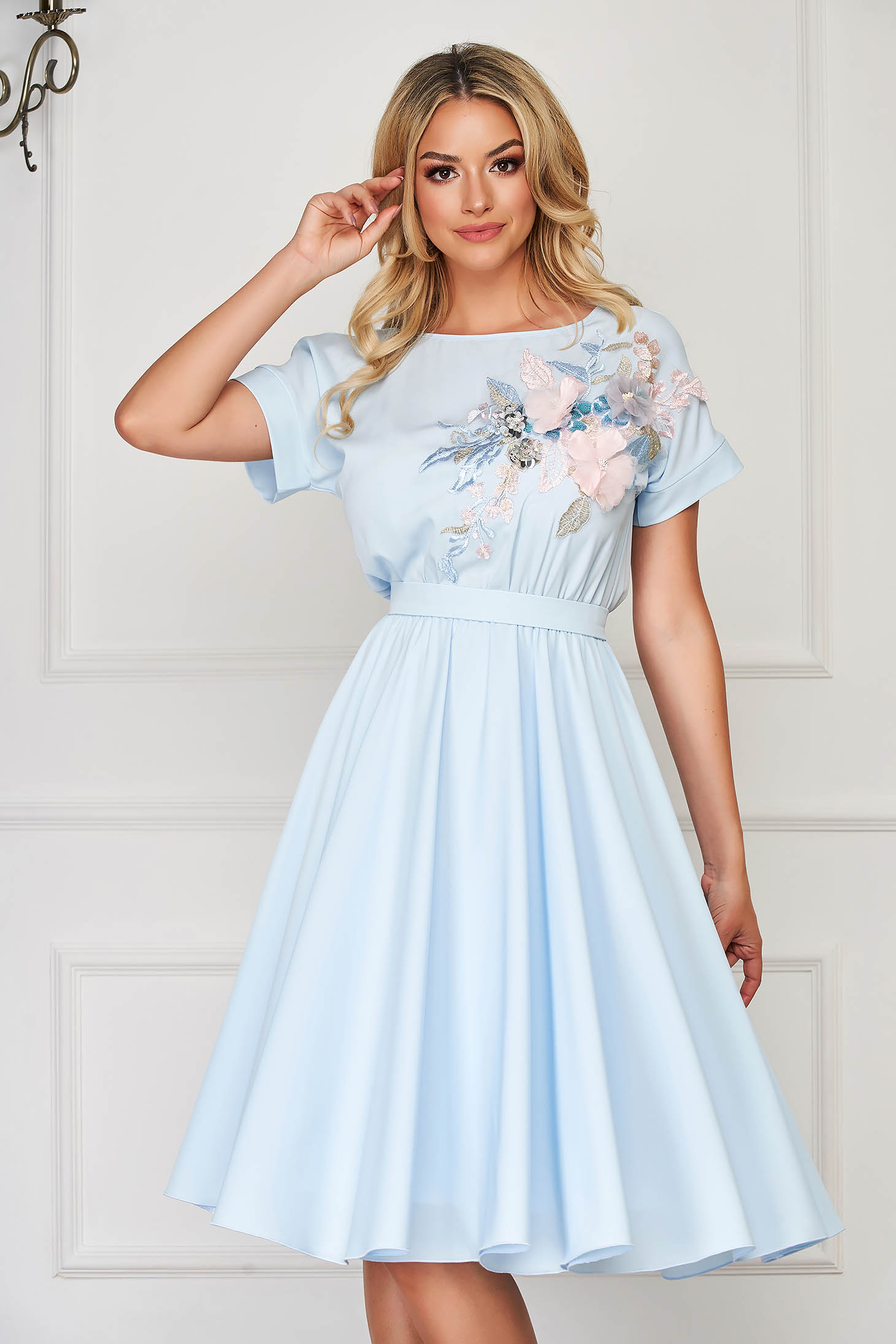 StarShinerS lightblue dress occasional short sleeves cloche with elastic waist accessorized with tied waistband