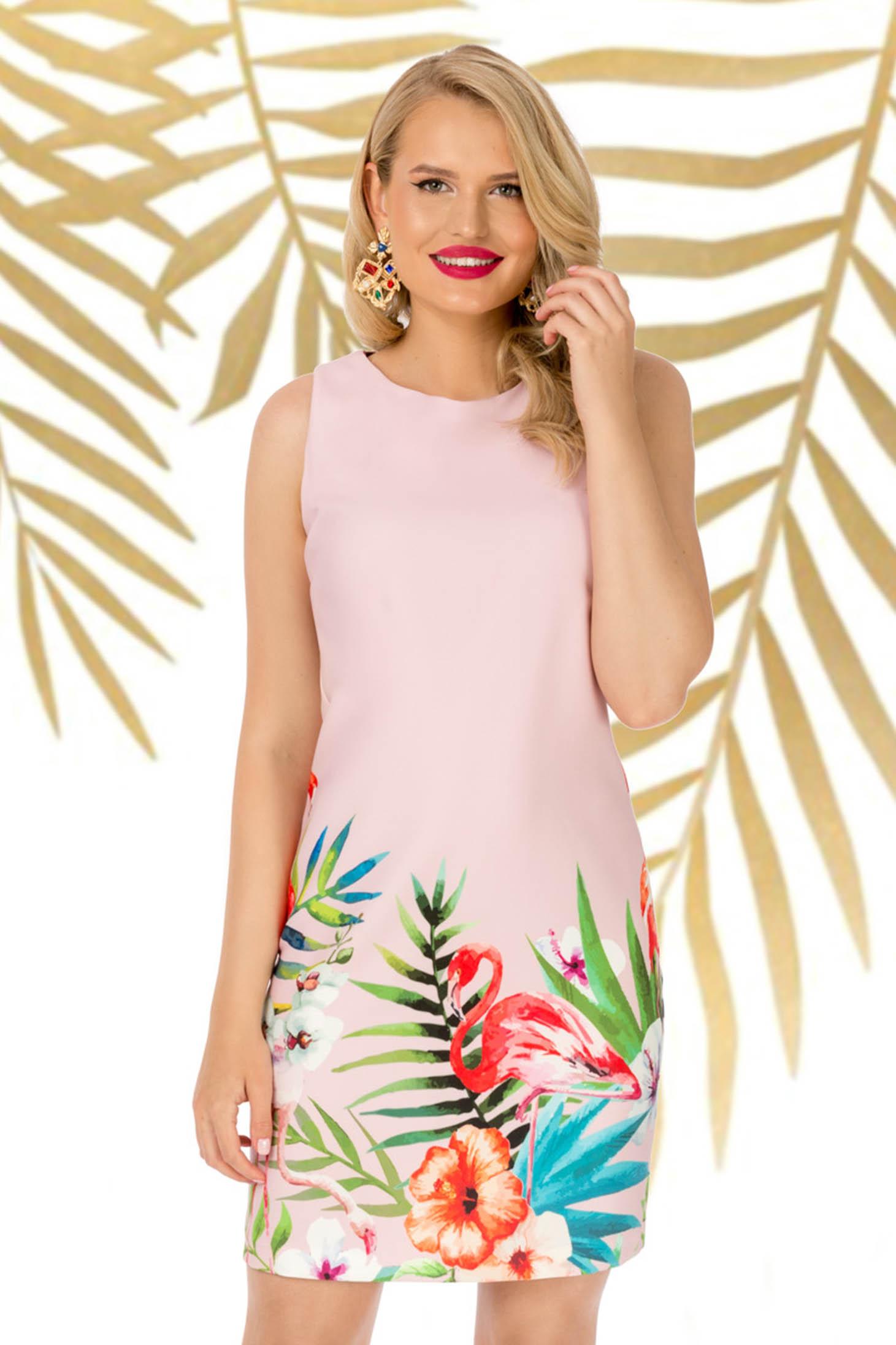 Rochie PrettyGirl roz prafuit de zi fara maneci cu un croi drept din material usor elastic cu imprimeu floral