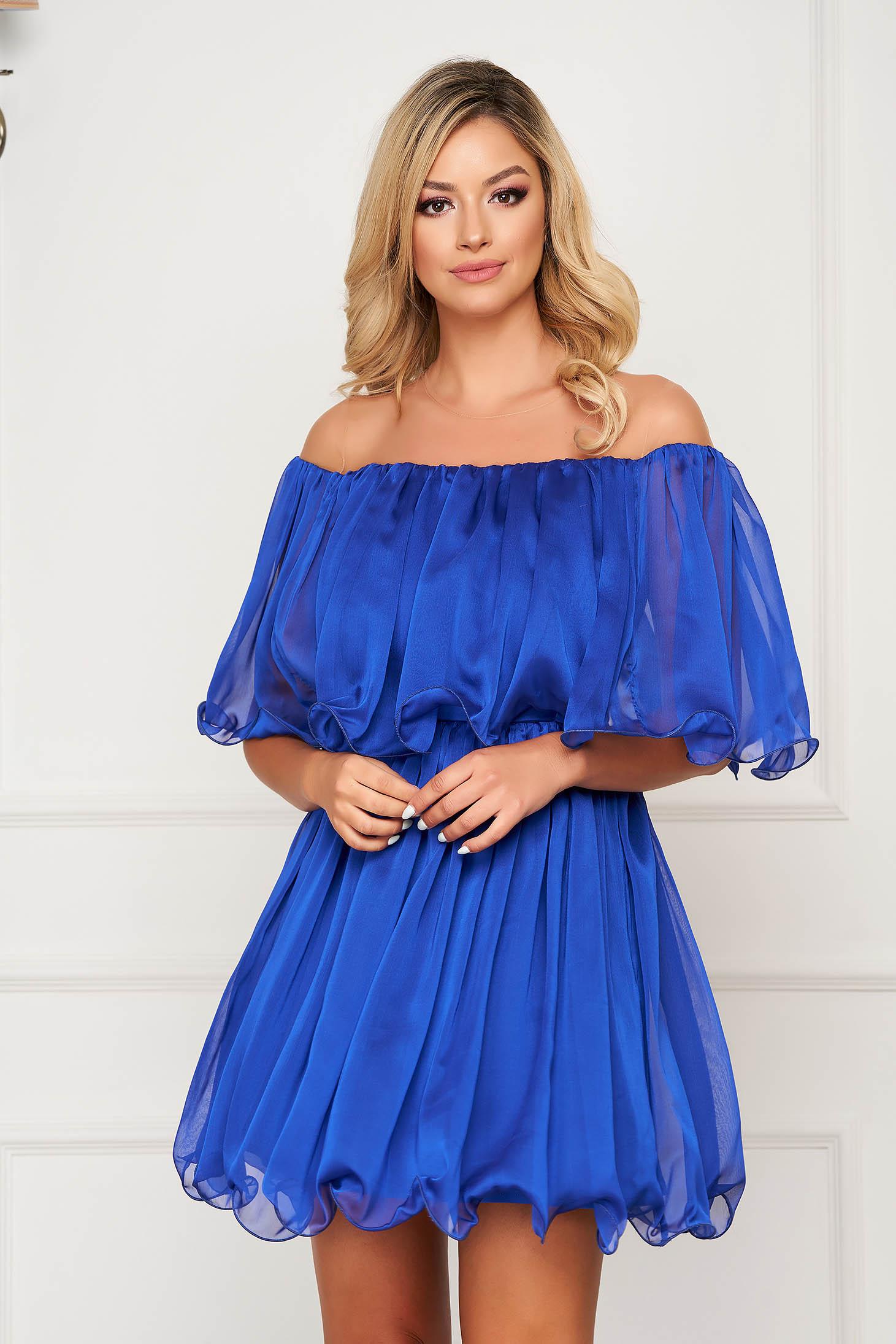 Rochie albastra scurta de ocazie in clos material subtire cu umeri goi