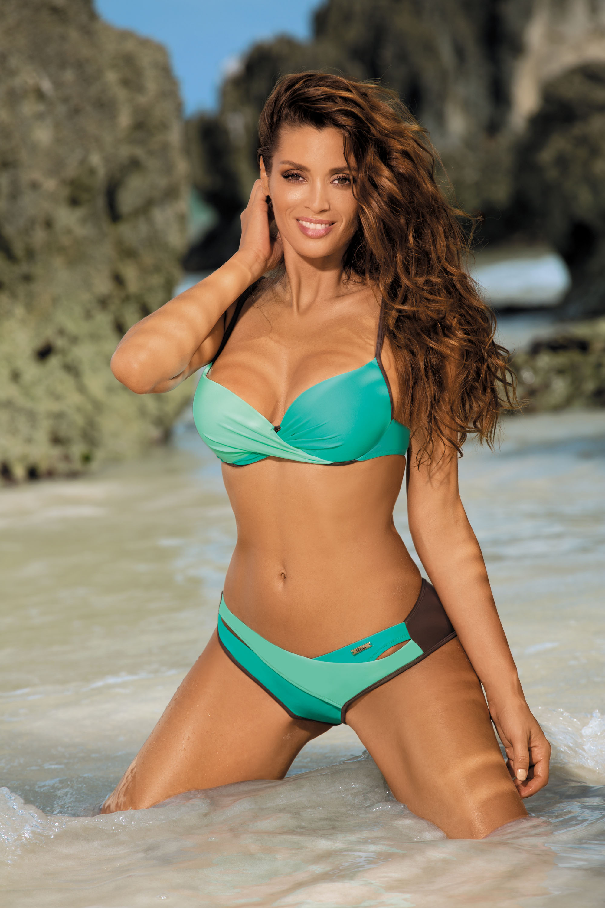 Turquoise swimsuit from two pieces with classic bottoms with push-up cups