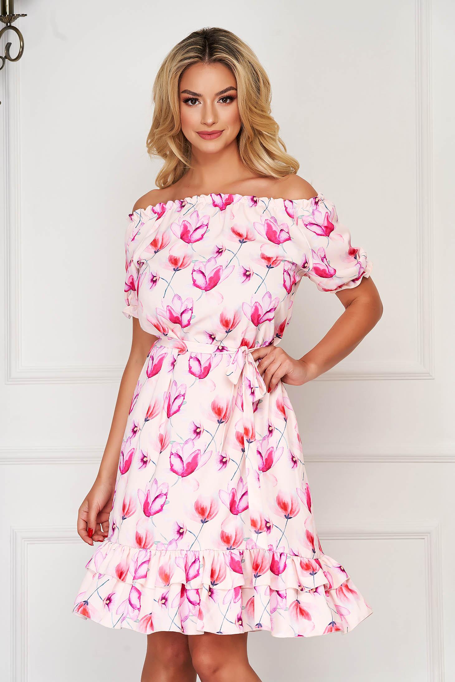 Rochie roz scurta de zi cu volanase la baza rochiei si accesorizata cu cordon
