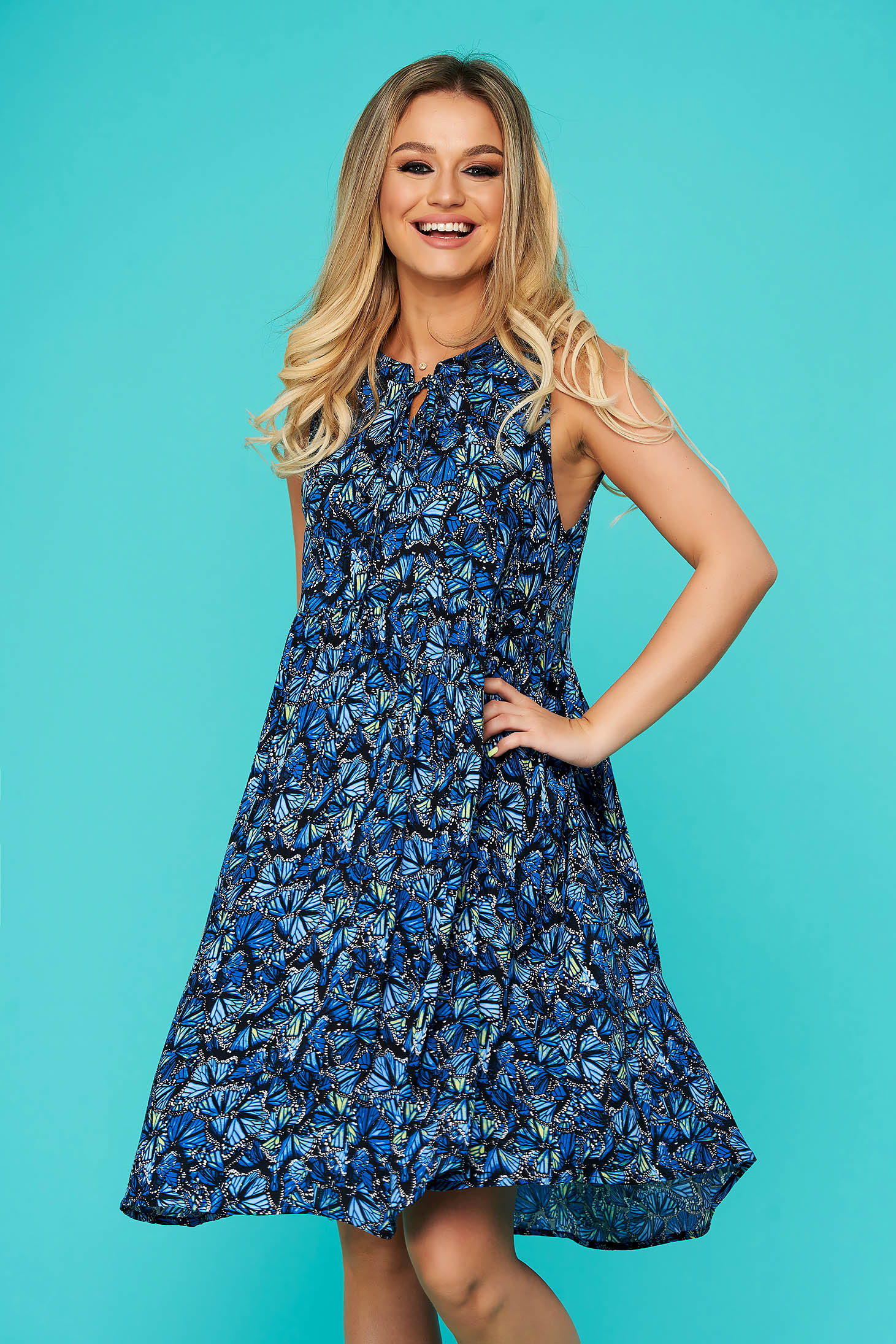 Short cut daily with easy cut blue dress airy fabric