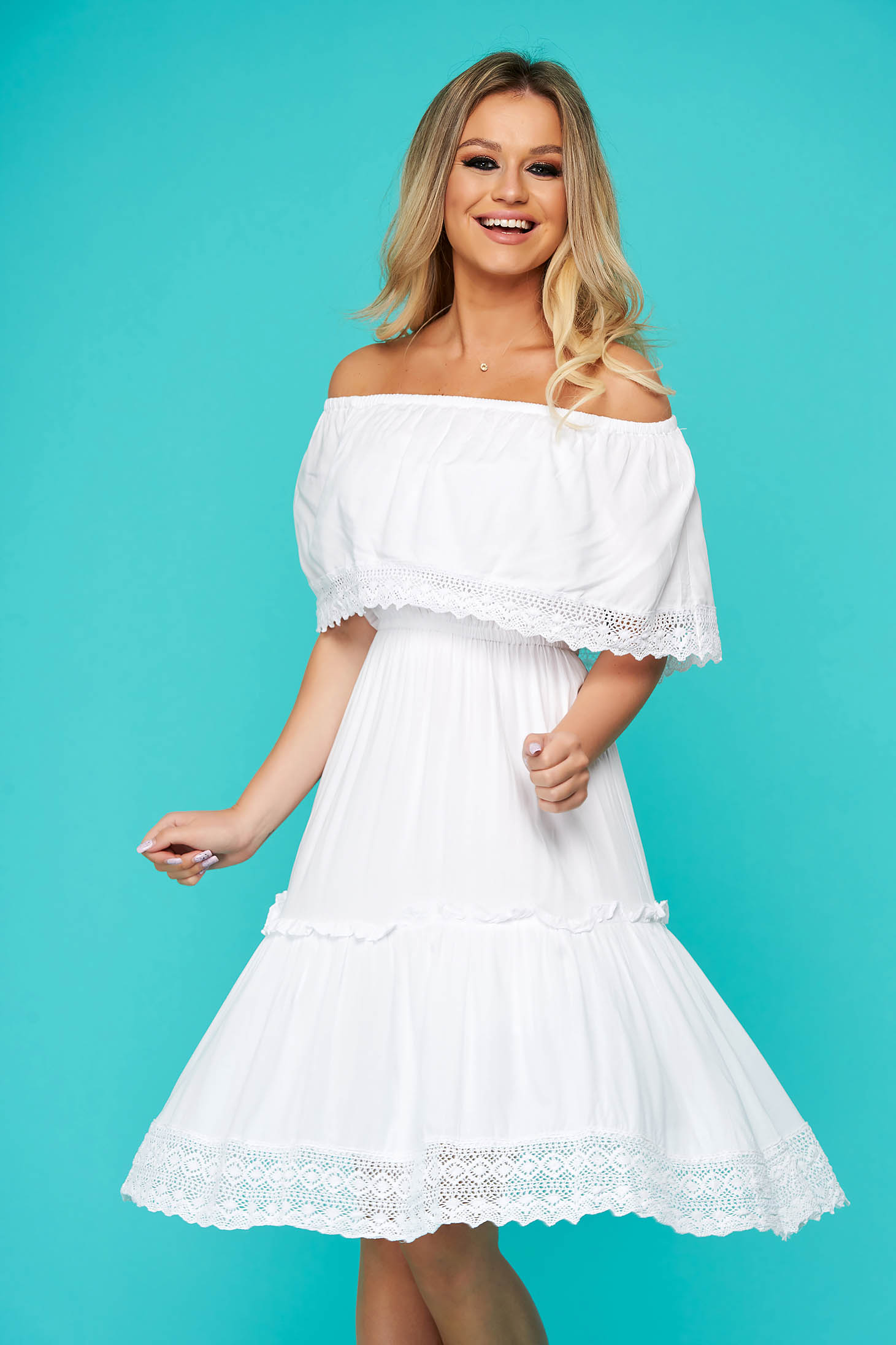 Fehér hétköznapi ruha horgolt csipke diszitéssel