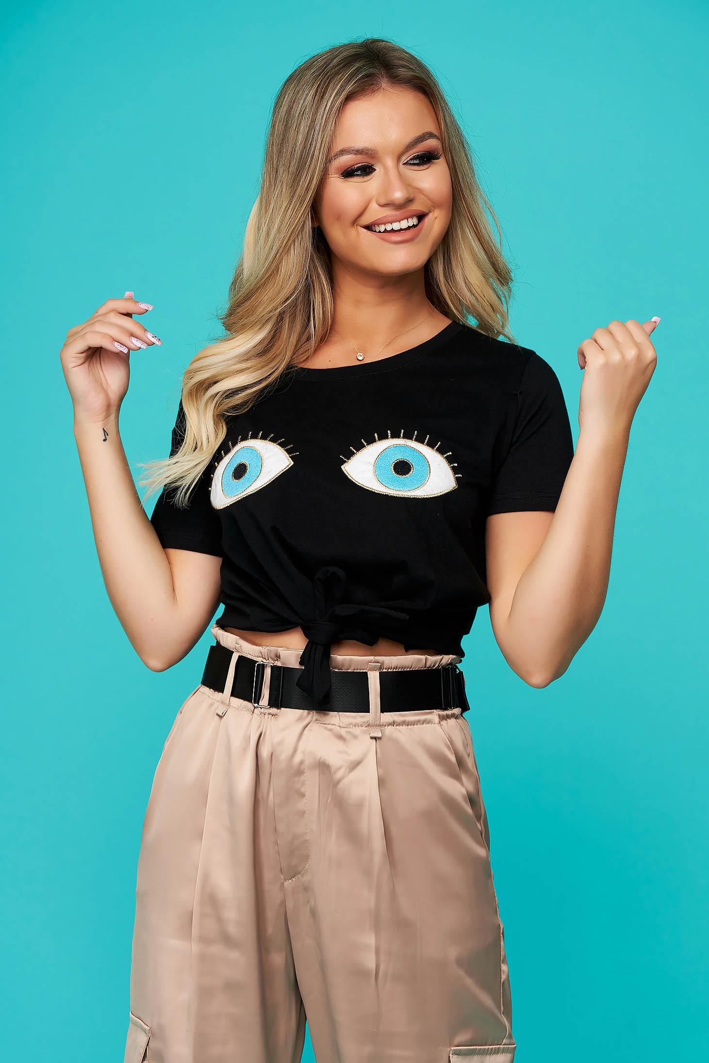 Fekete rövid casual bő szabású póló kerekített dekoltázssal