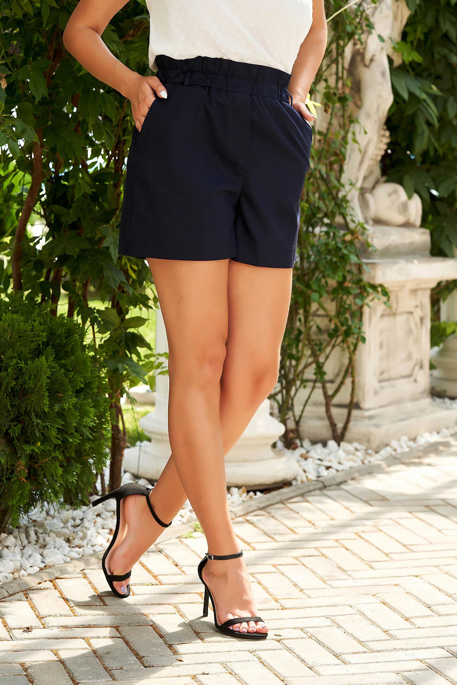 Pantalon scurt albastru-inchis cu talie inalta din material subtire